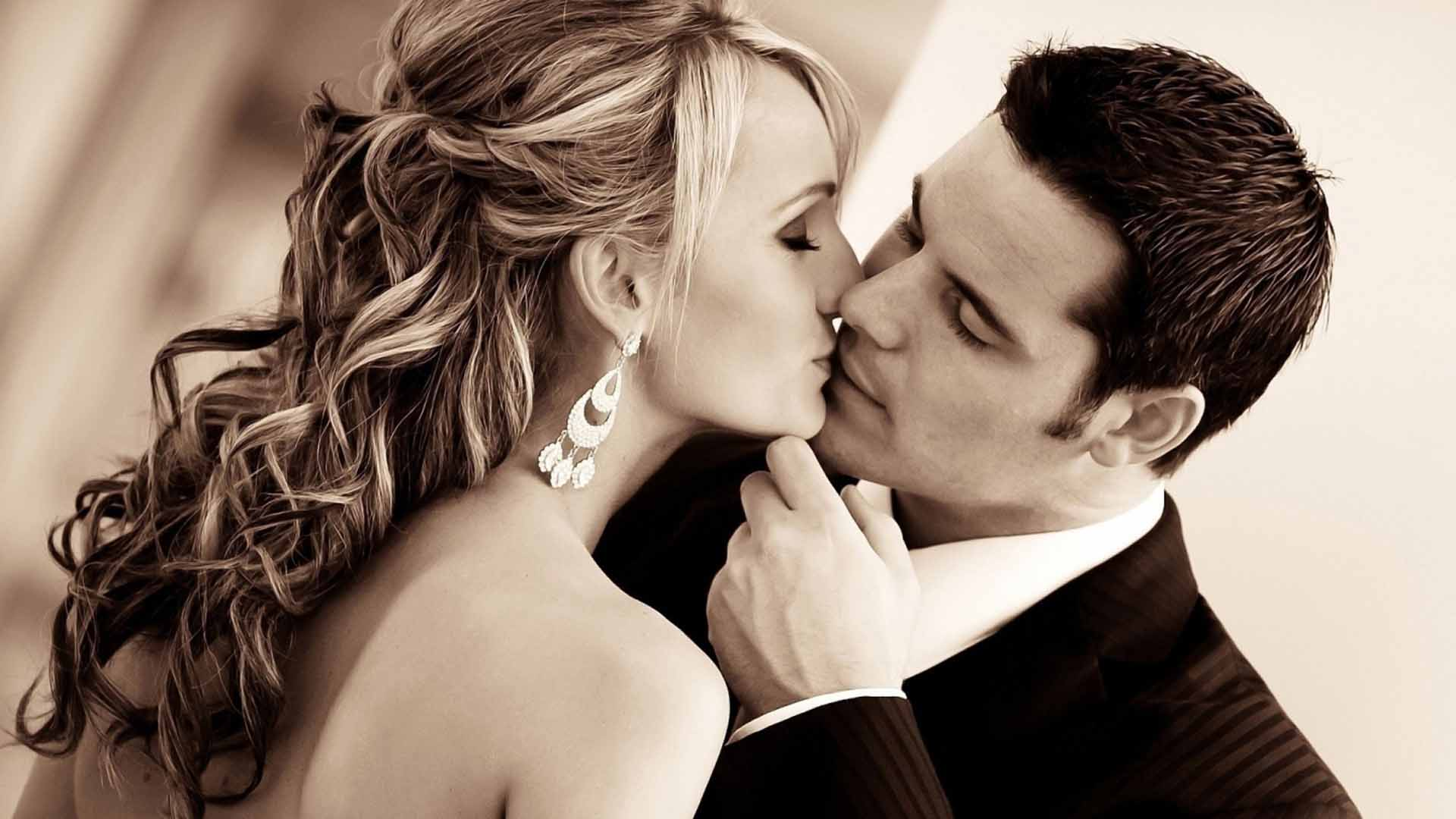 Kissing Couple Wallpapers, Pictures, Images