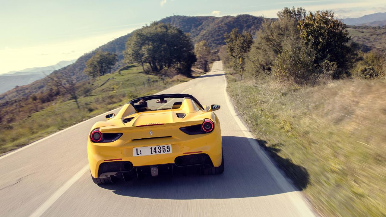 Wallpapers: Ferrari 488 Spider in Italy