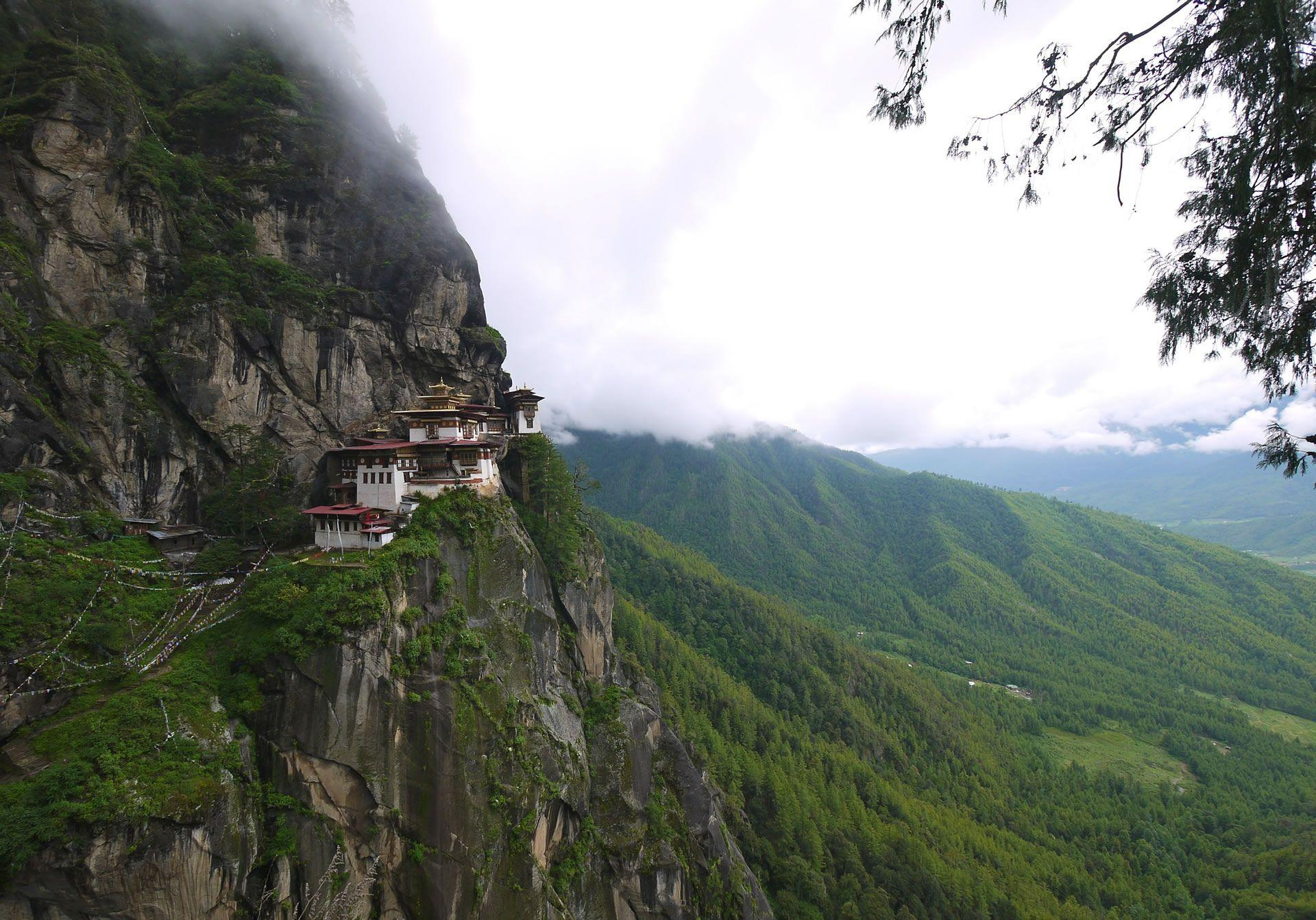 bhutan rock homes | HD Windows Wallpapers