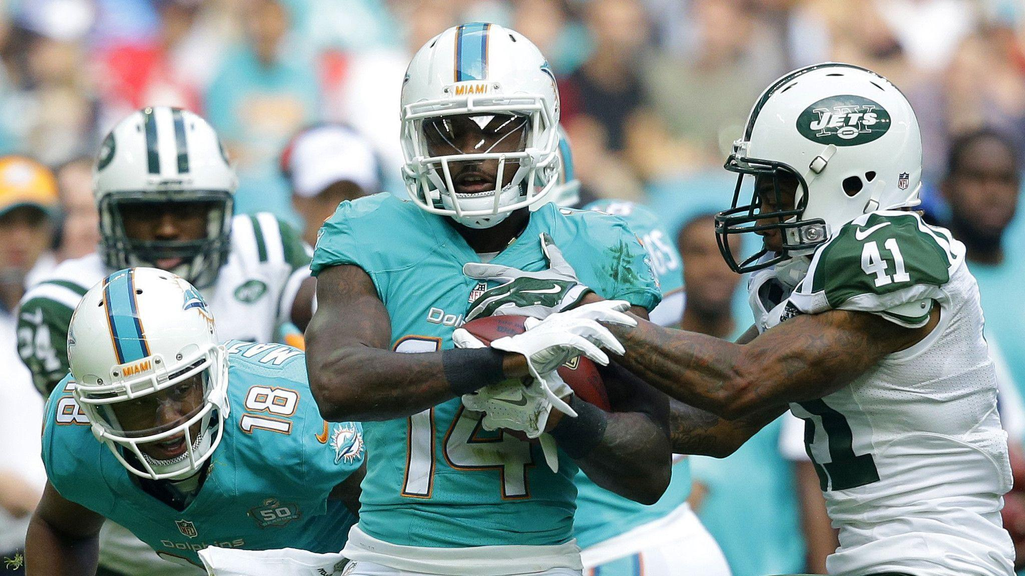 Jarvis Landry dejected after Dolphins' loss - Sun Sentinel