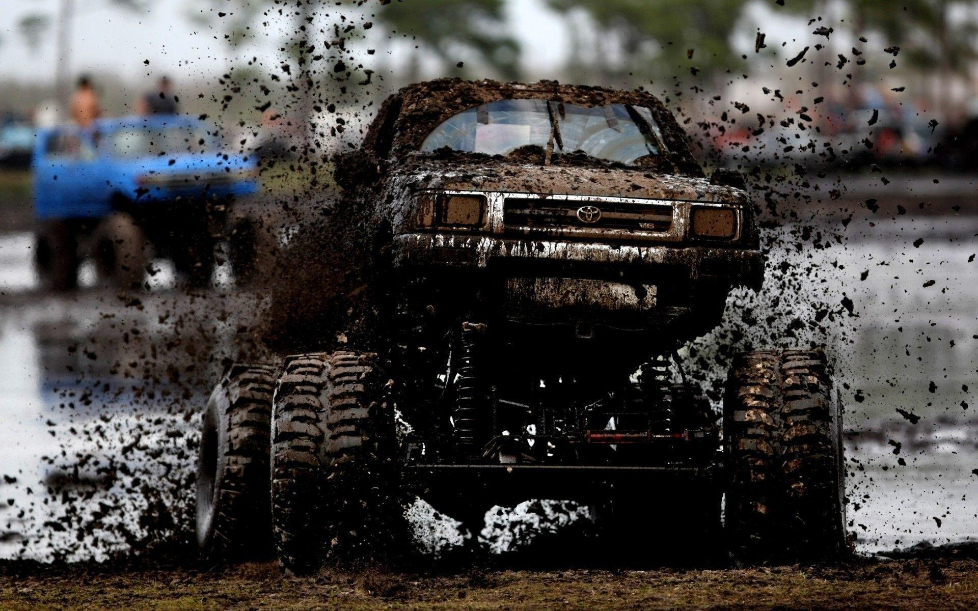 Toyota SUV covered in mud wallpapers and image