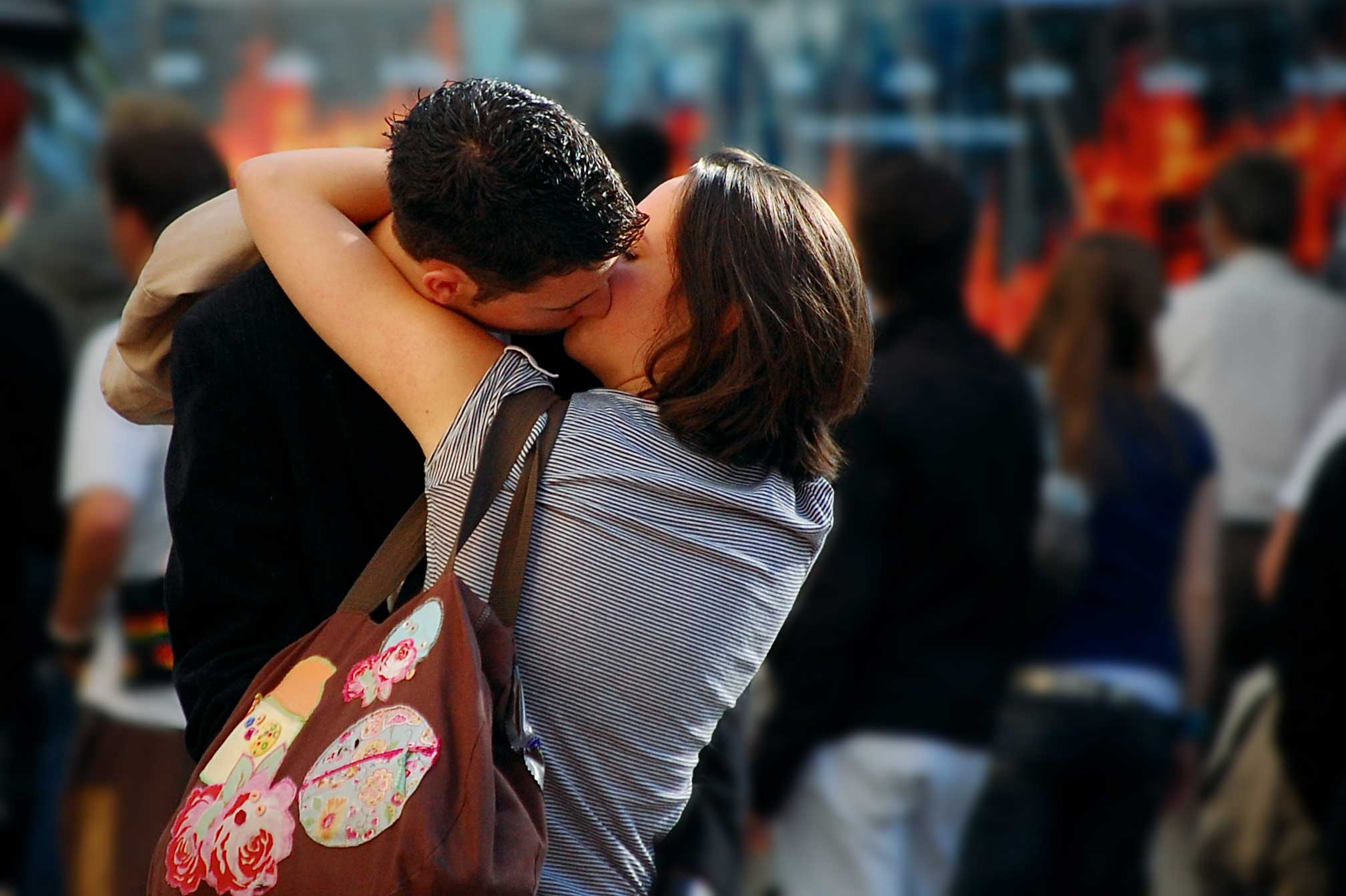 18+ Kissing Pictures Of love Couple   HD Kissing Wallpapers of Couples