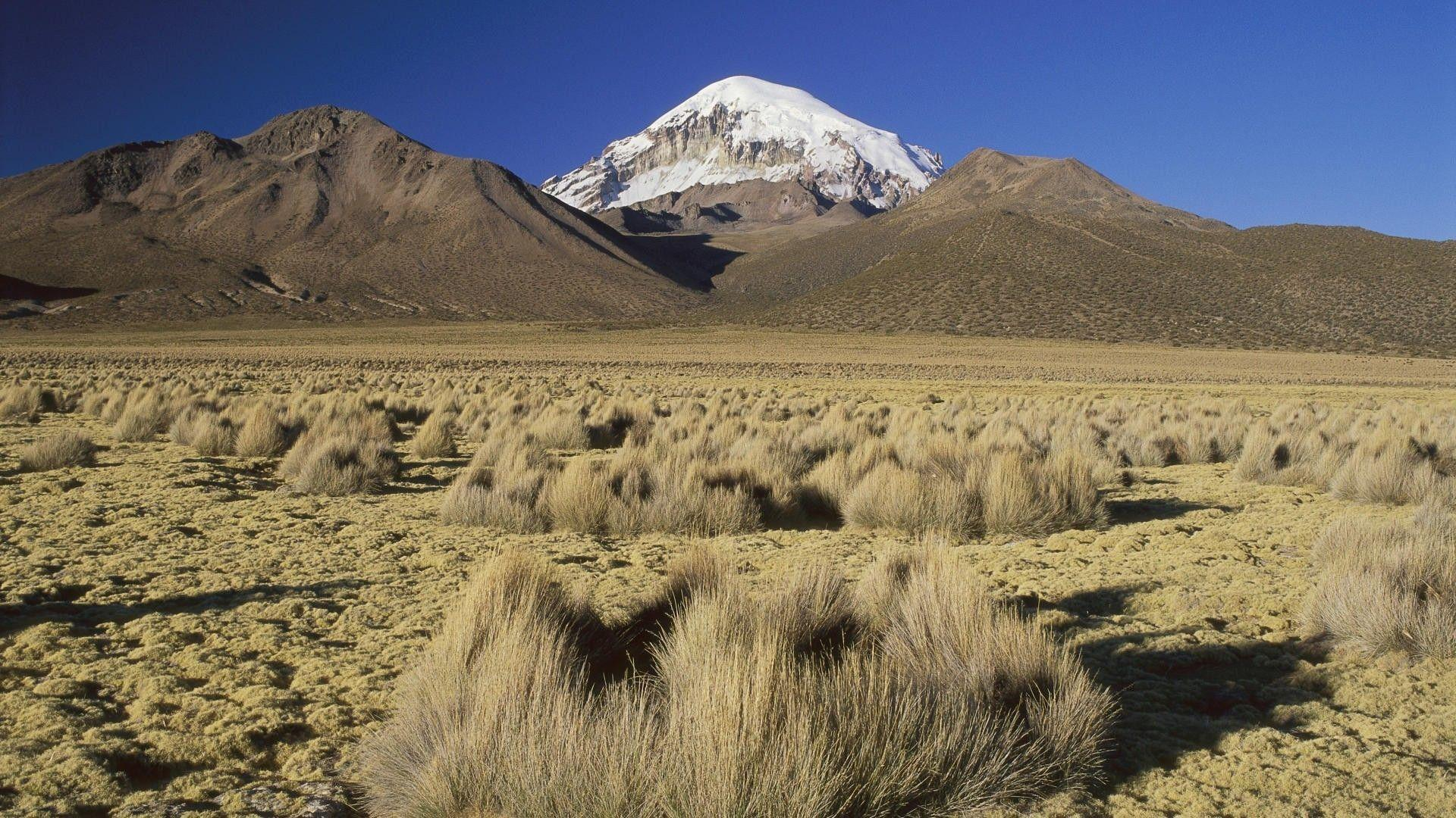 Harsh desert landscape in Bolivia wallpapers and image