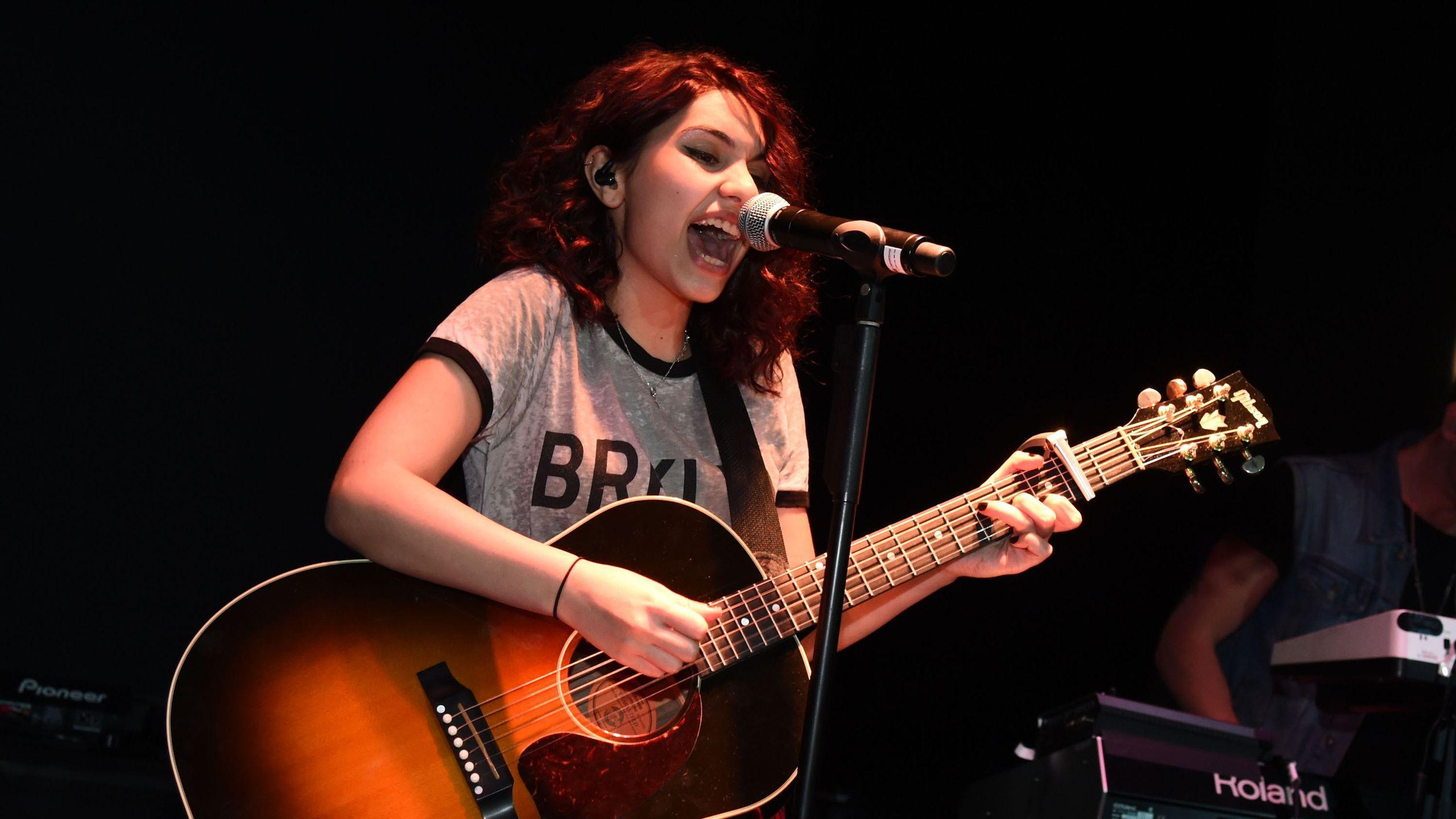 Alessia Cara Wallpapers HD Collection For Free Download