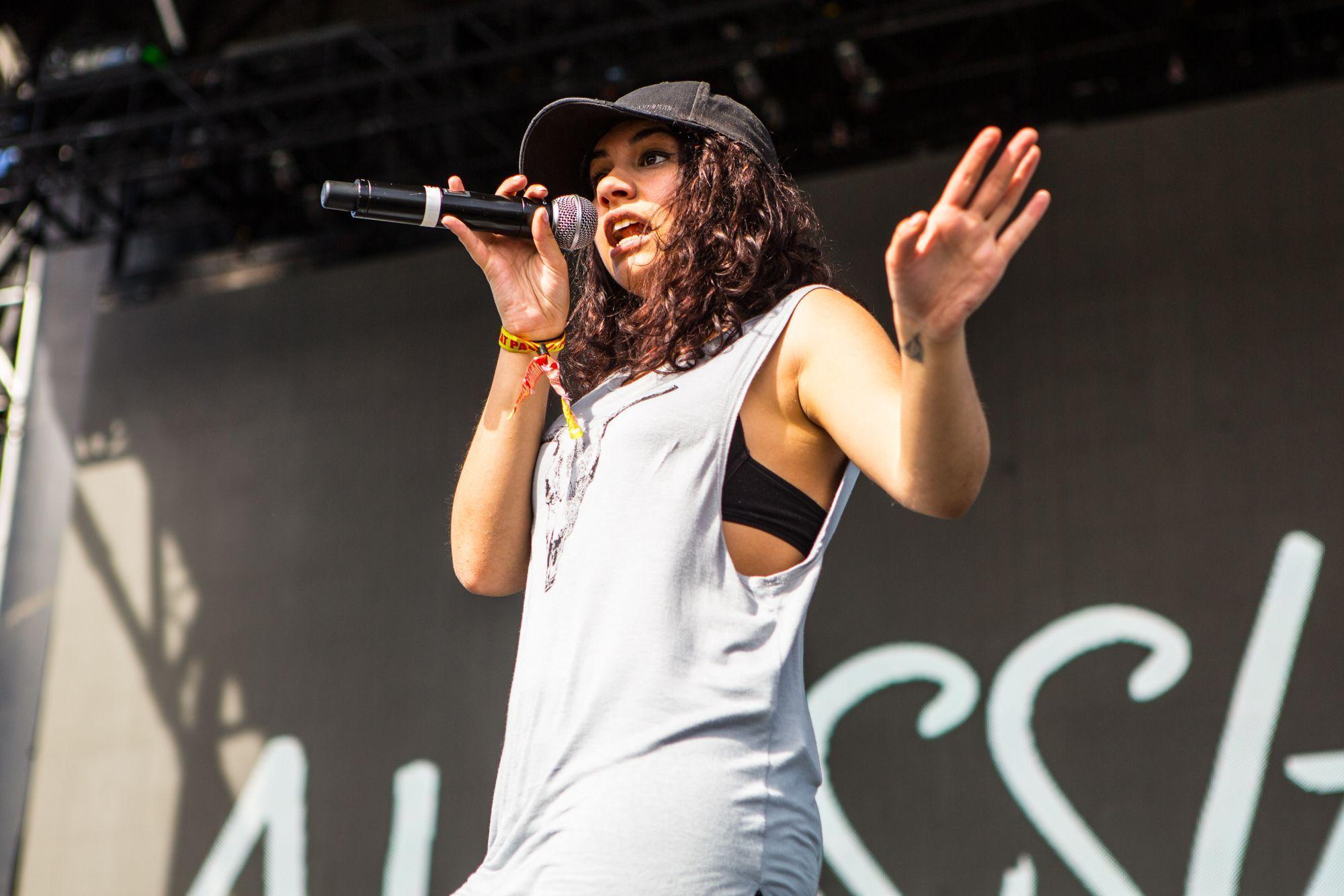 Awesome Alessia Cara Wallpapers