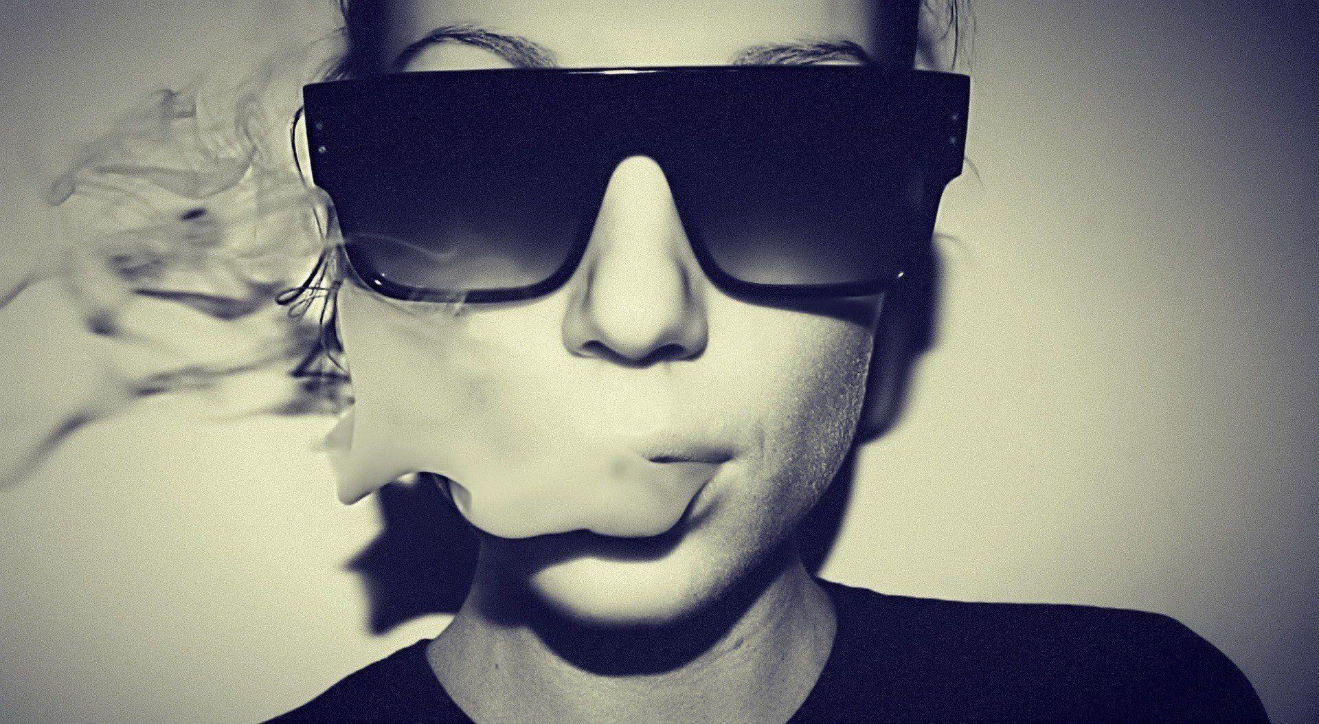 Women Glasses Smoke Swag Wallpaper - WallDevil