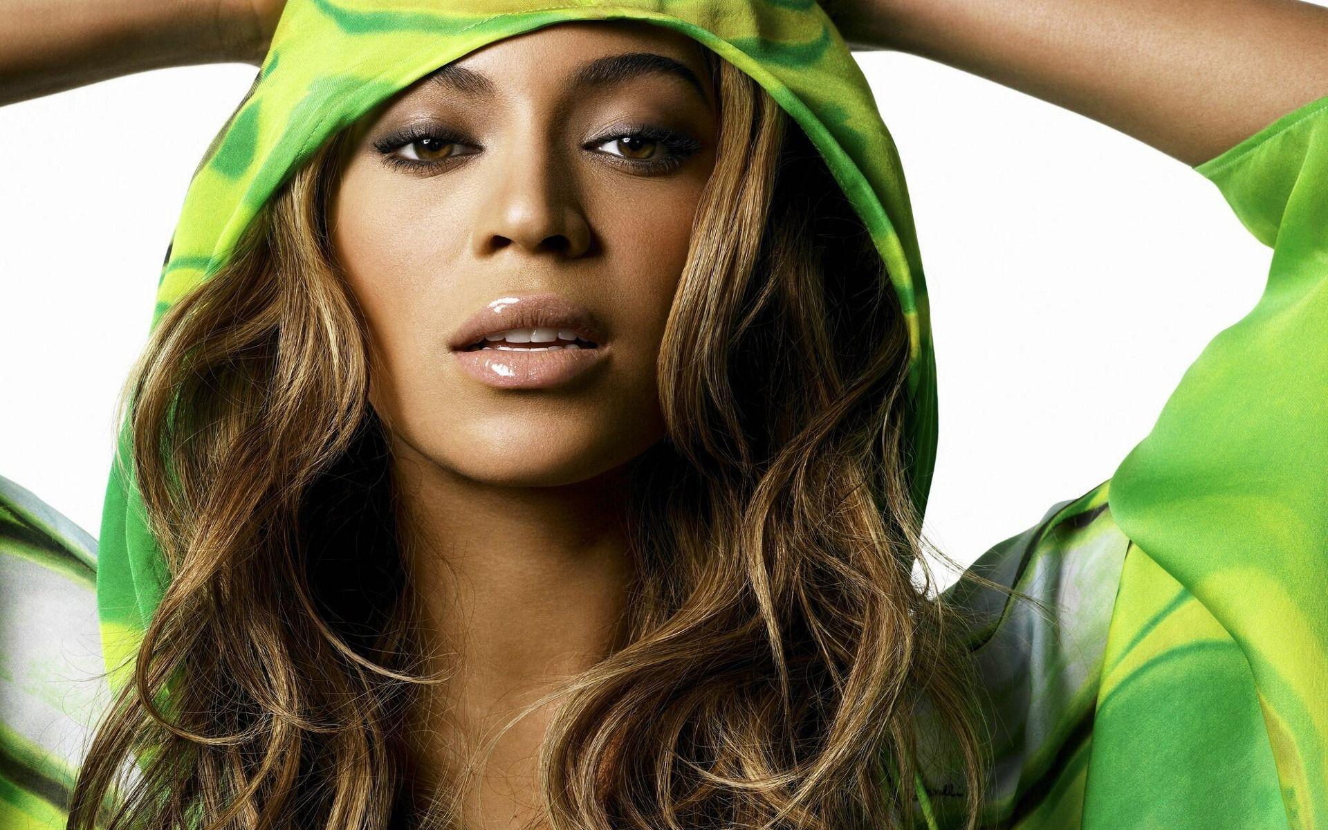 Female Celebrity Wallpapers - WallpaperSafari