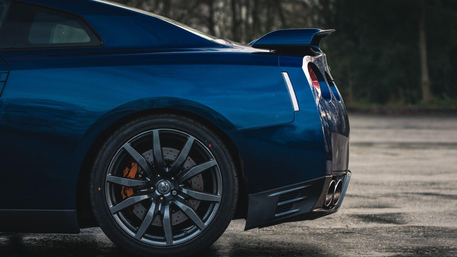 Nissan R34 Skyline GT-R Vs R35 GT-R: Downloadable Image Gallery Part 1