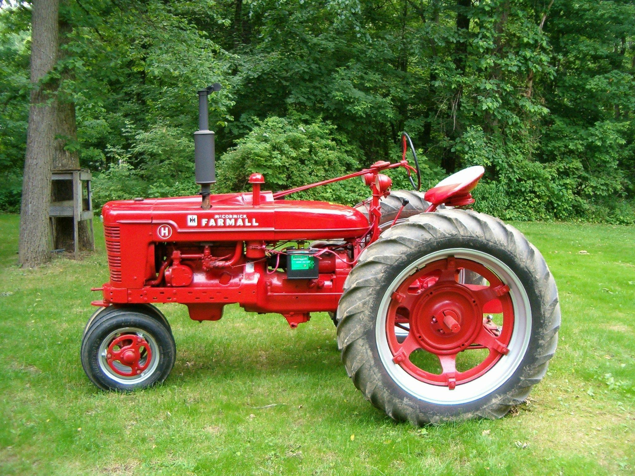 red and black farmall tractor free image | Peakpx