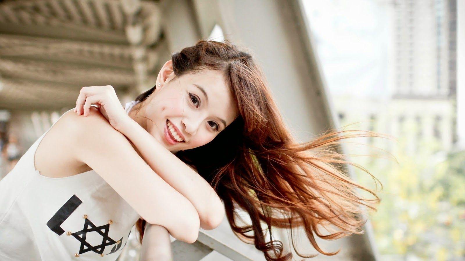 Best 487 Latest WhatsApp DP - Girls, Life, Love