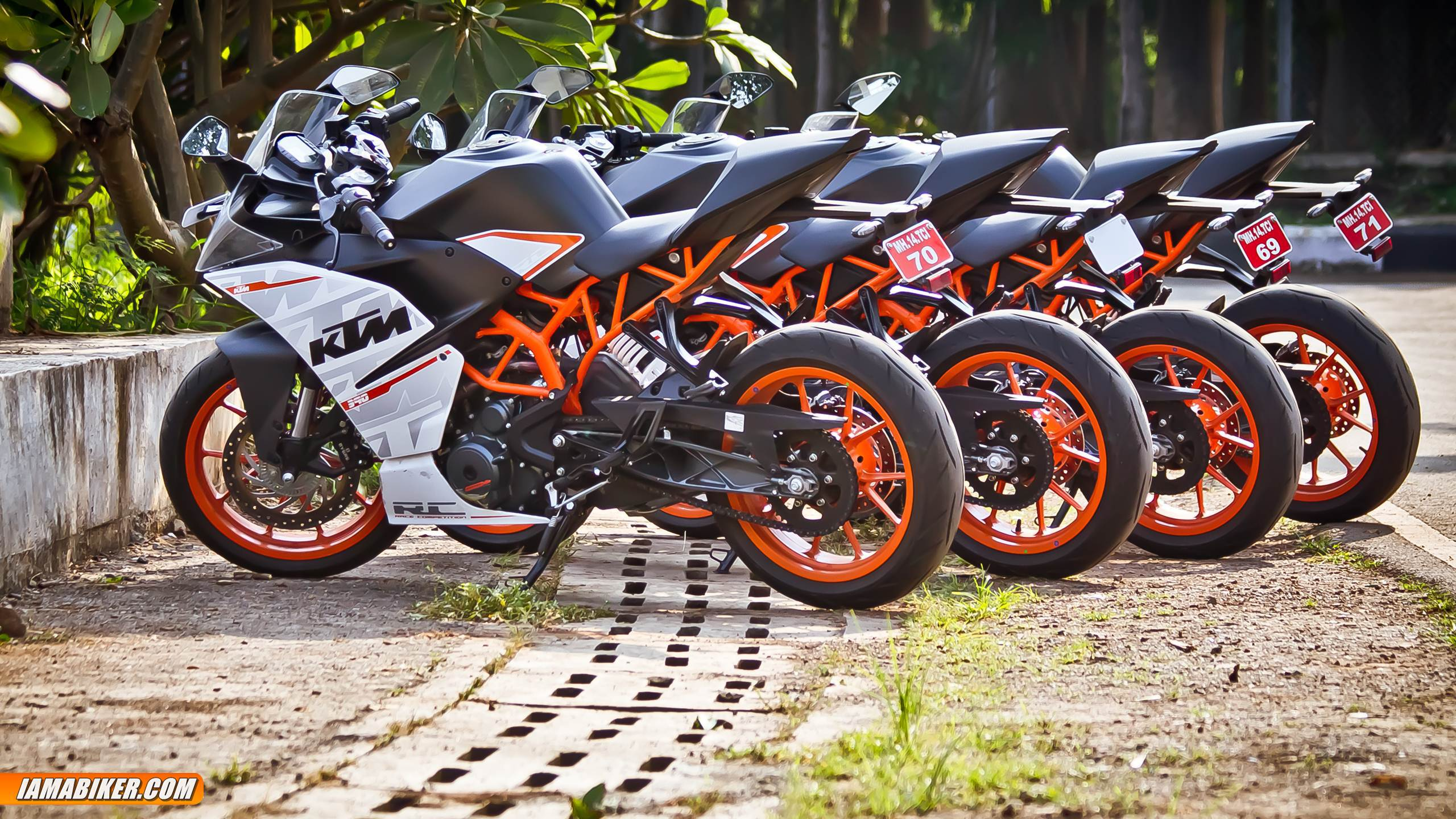 2017 KTM RC 390 Wallpapers