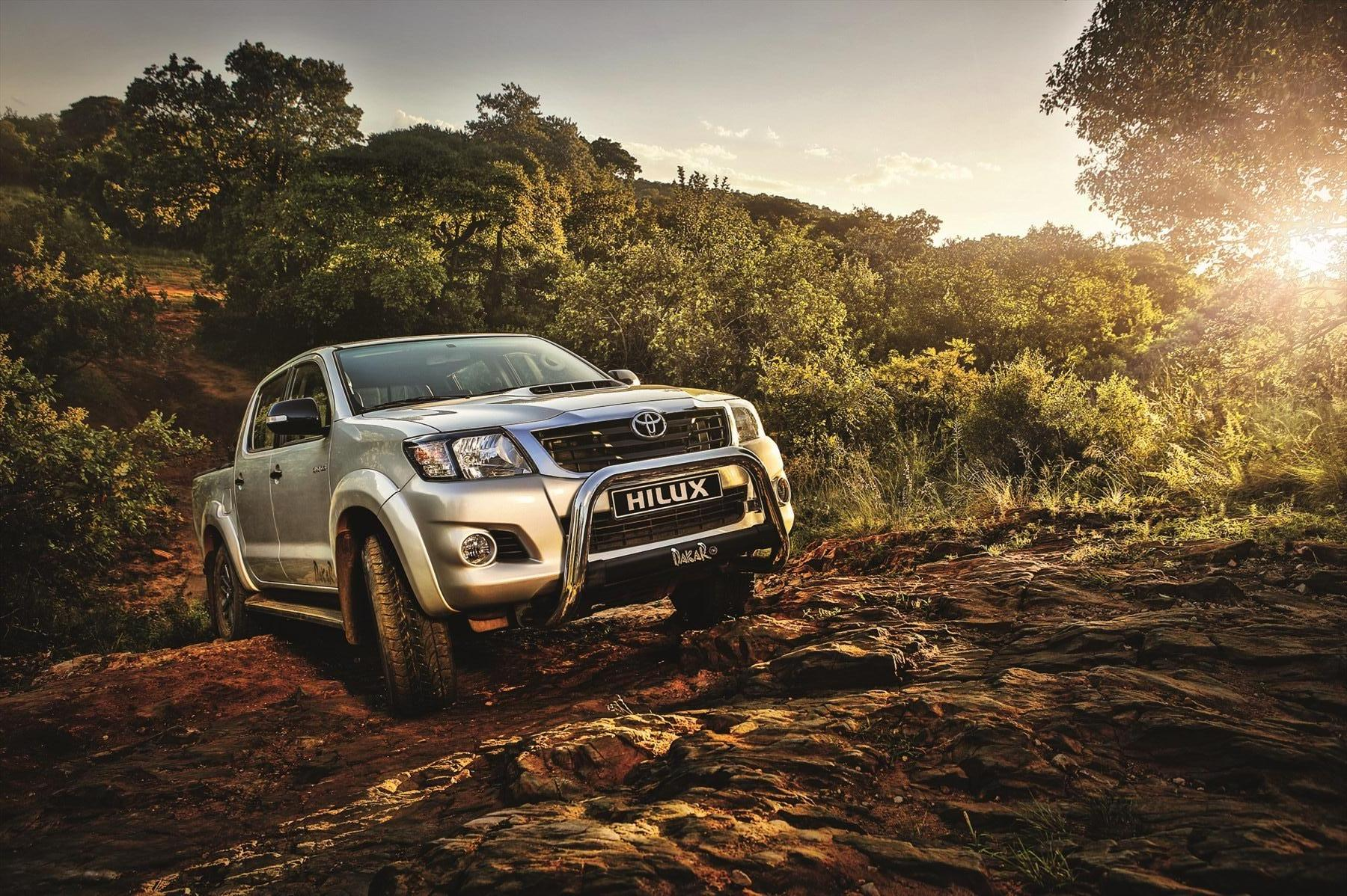 COOL TOYOTA HILUX HD WALLPAPERS