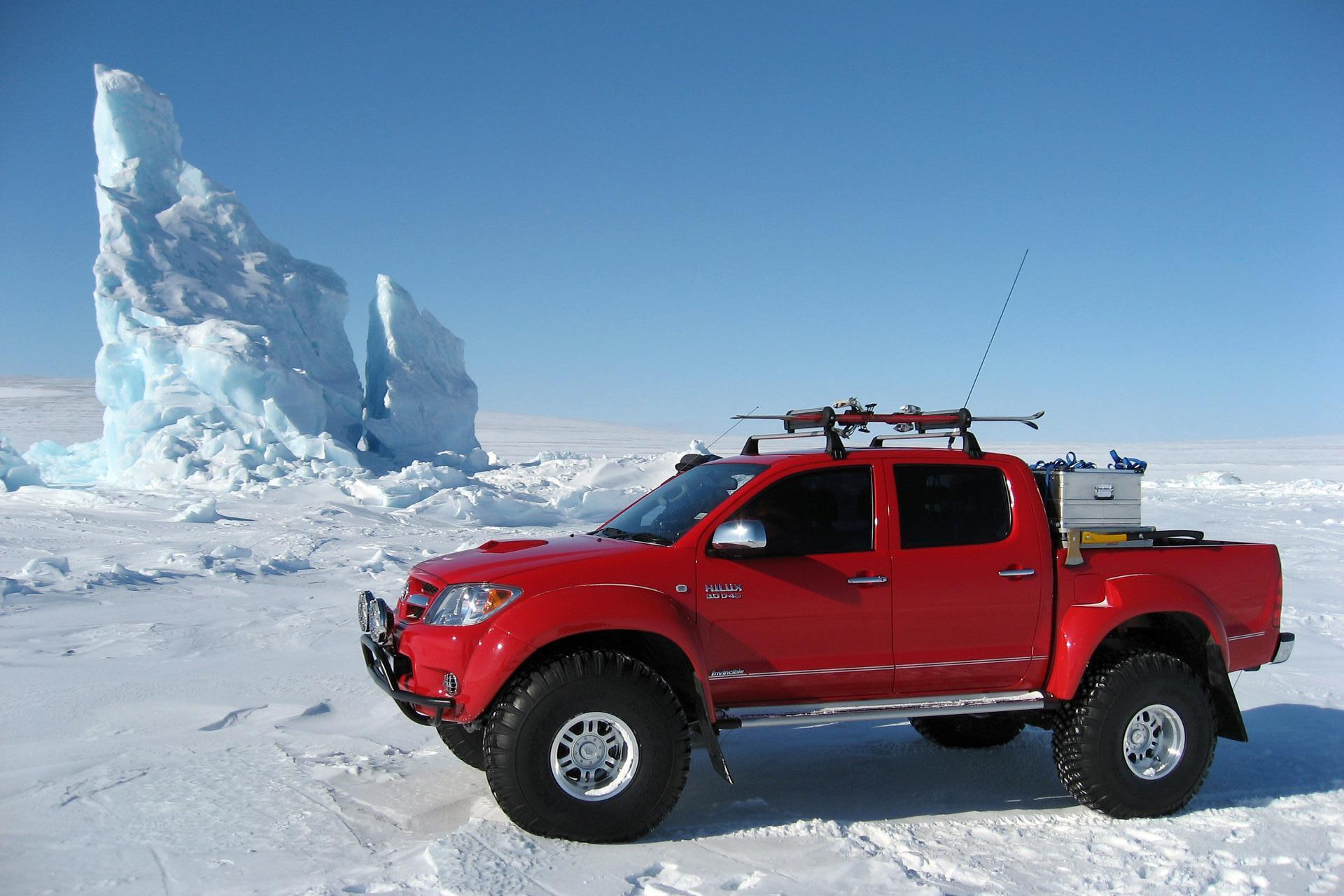 NEW TOYOTA HILUX DESKTOP HD WALLPAPERS