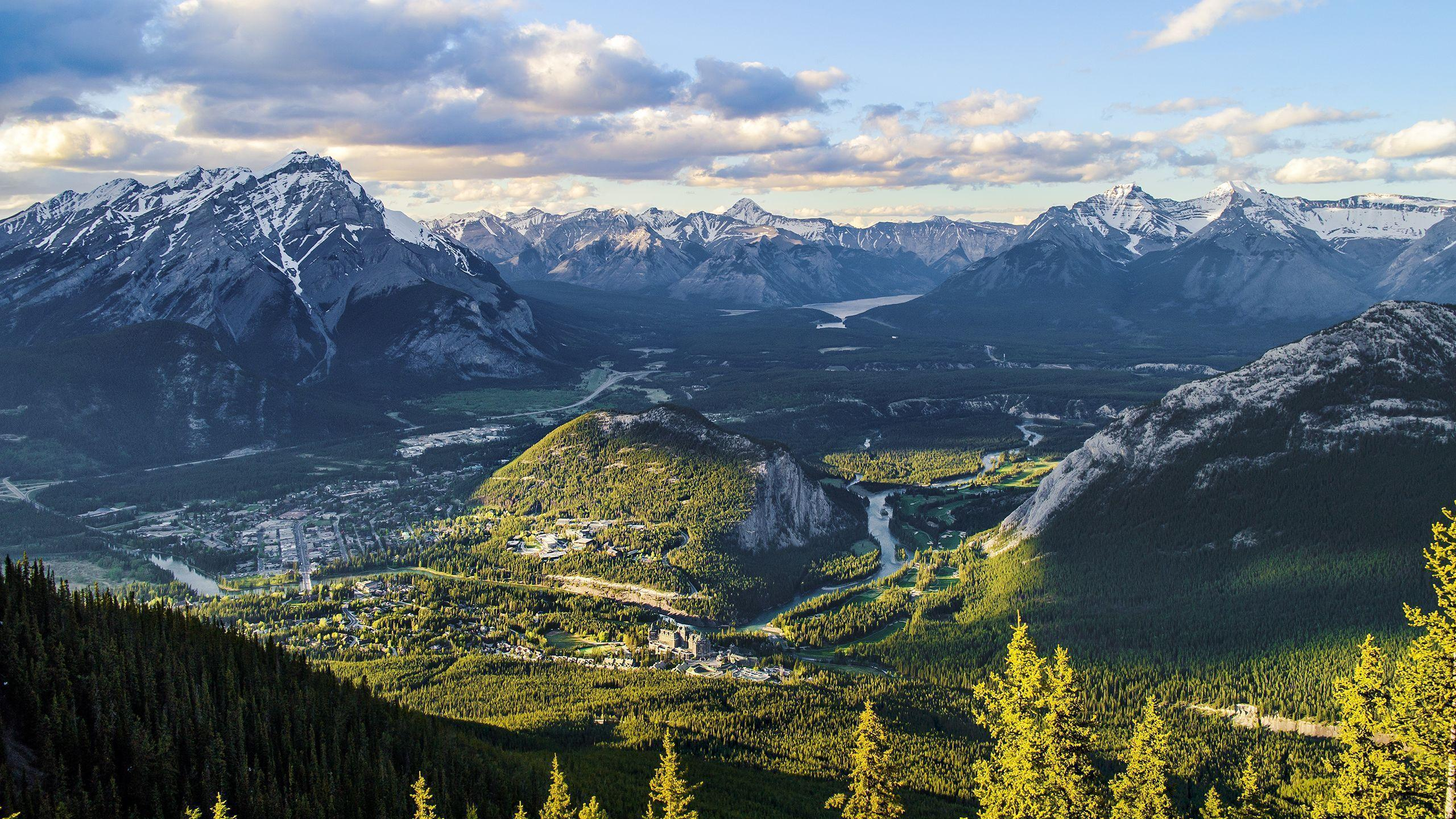 Canadian town set in a stunning valley [Wallpaper] | Reviews, news ...