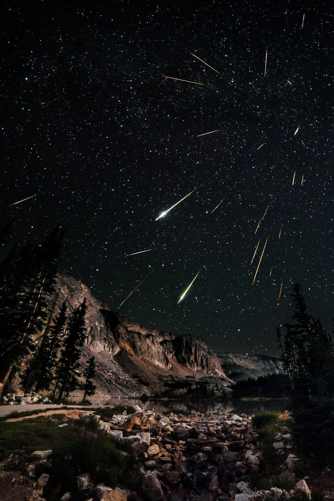 Snowy Range Perseids (phone) Click the image to... - Space Wallpapers