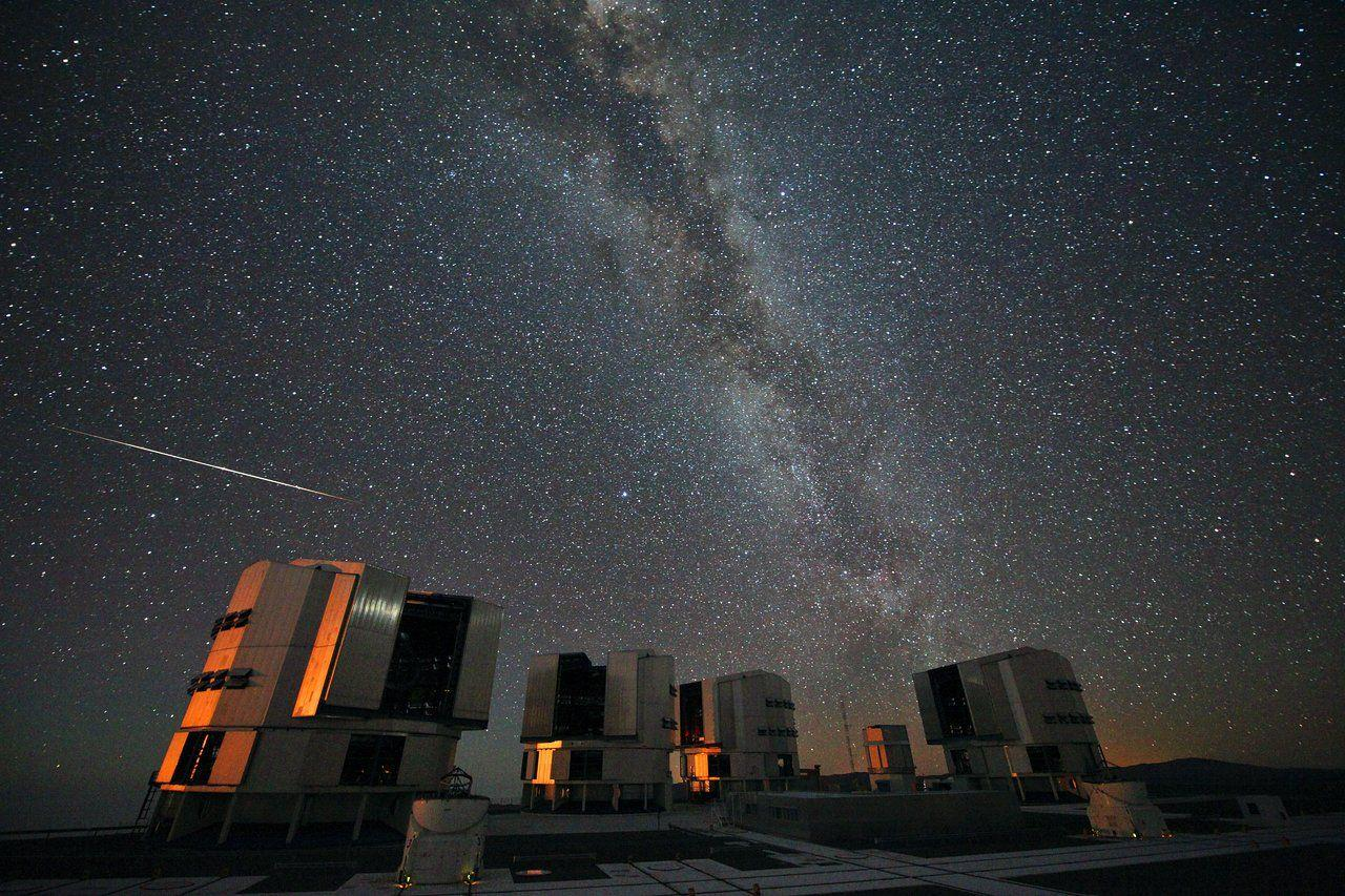 The 2010 Perseids over the VLT | ESO