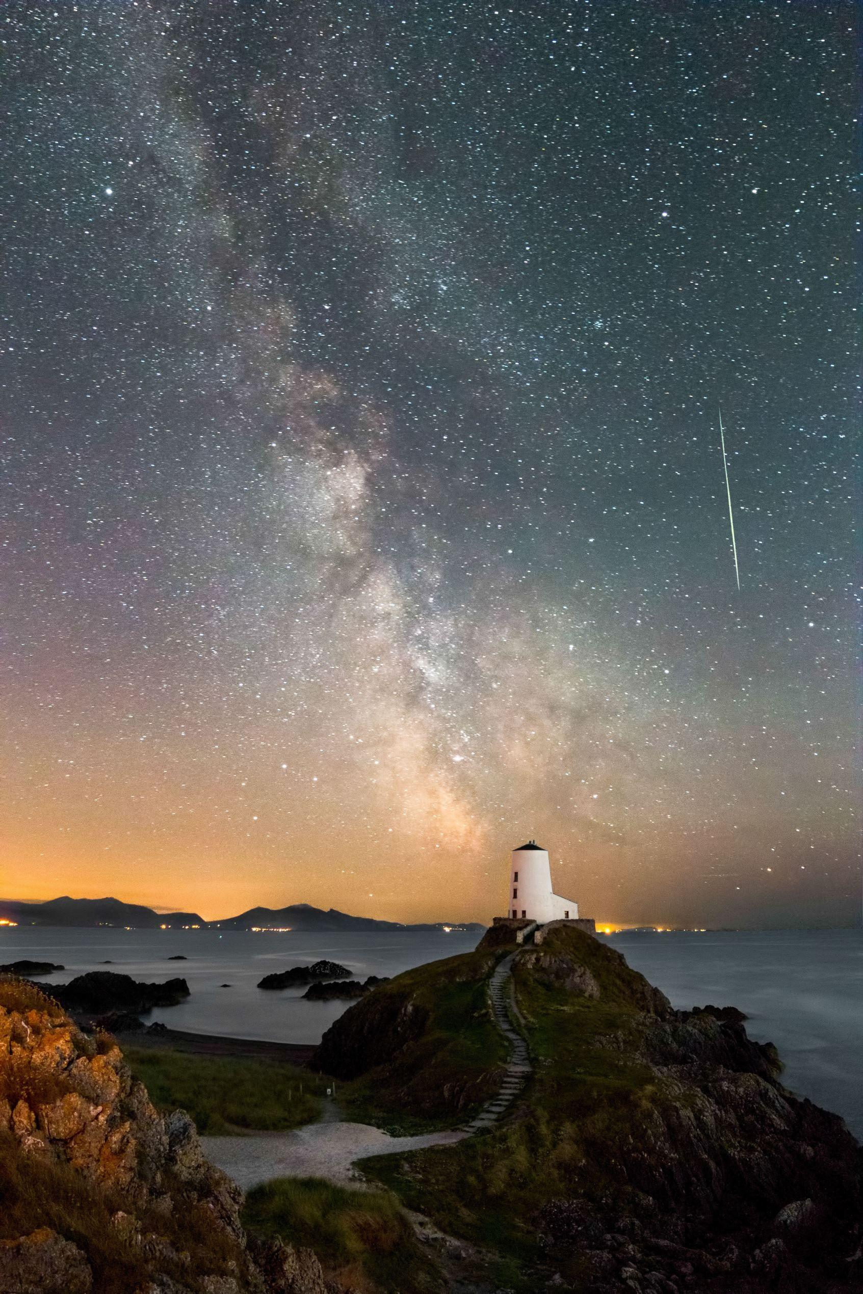 Magical meteors: Perseid shower peaks | Beautiful Sites ...