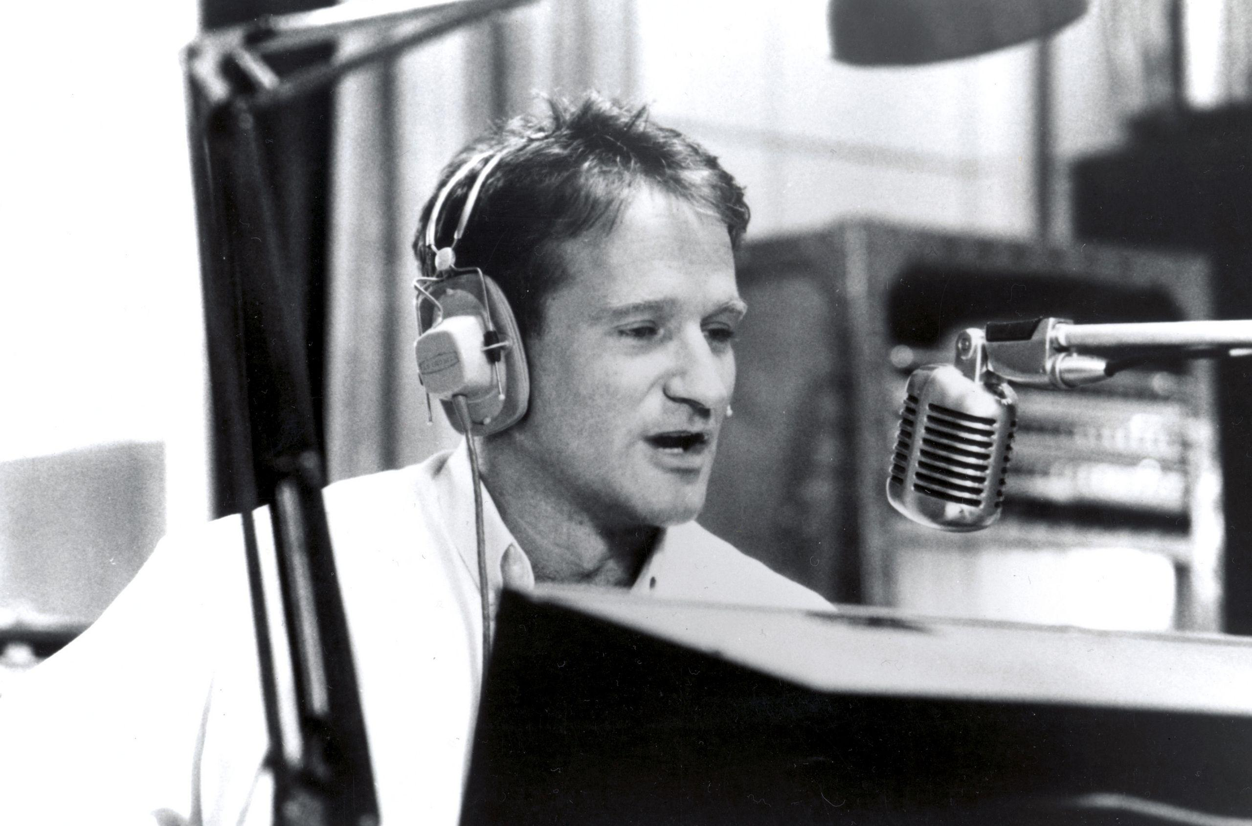 Actor Robin Williams in the studio wallpapers and images ...