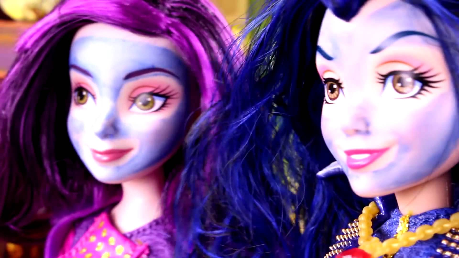 Descendants Mal & Evie Spa Disaster! With Wicked World Ben, Frozen ...
