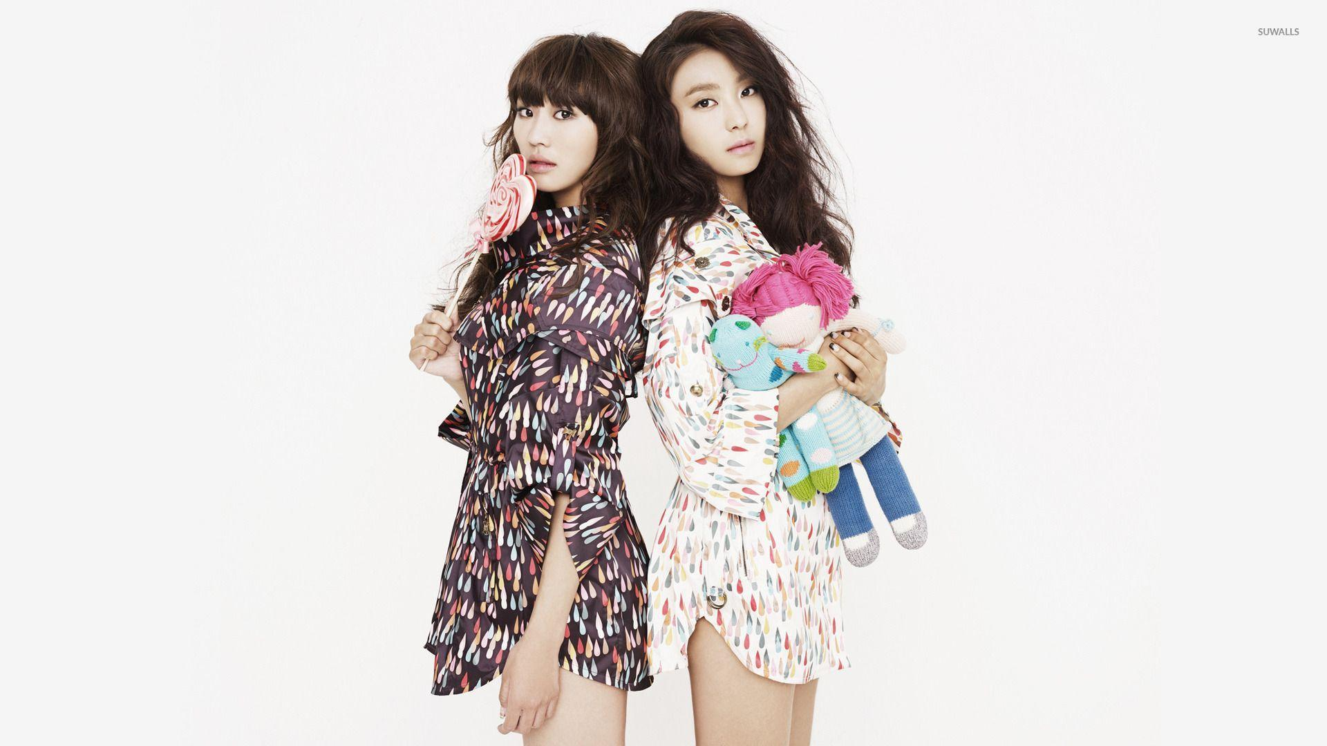 Hyolin and Yoon Bora - Sistar wallpaper - Celebrity wallpapers ...