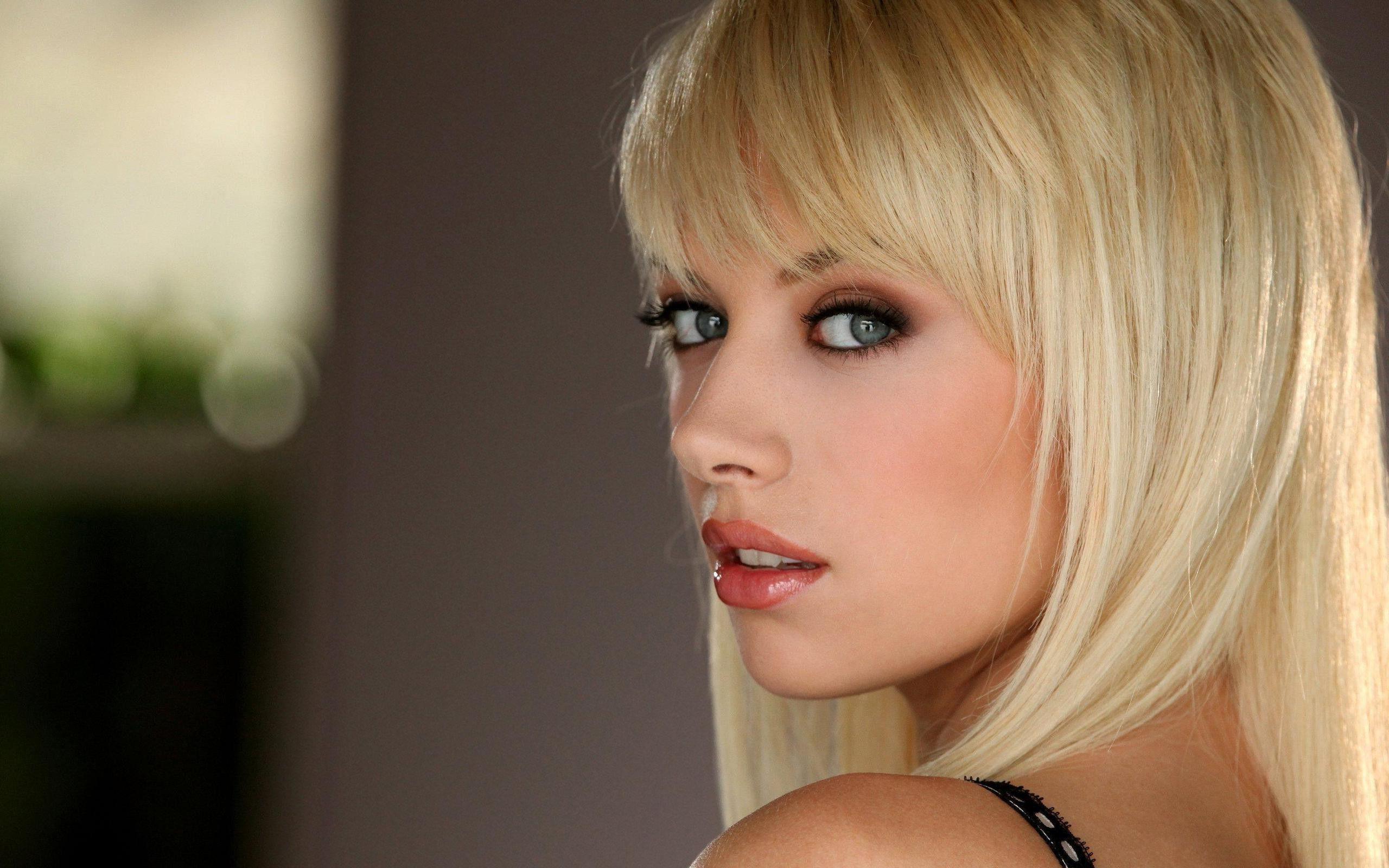 Gorgeous blonde hd