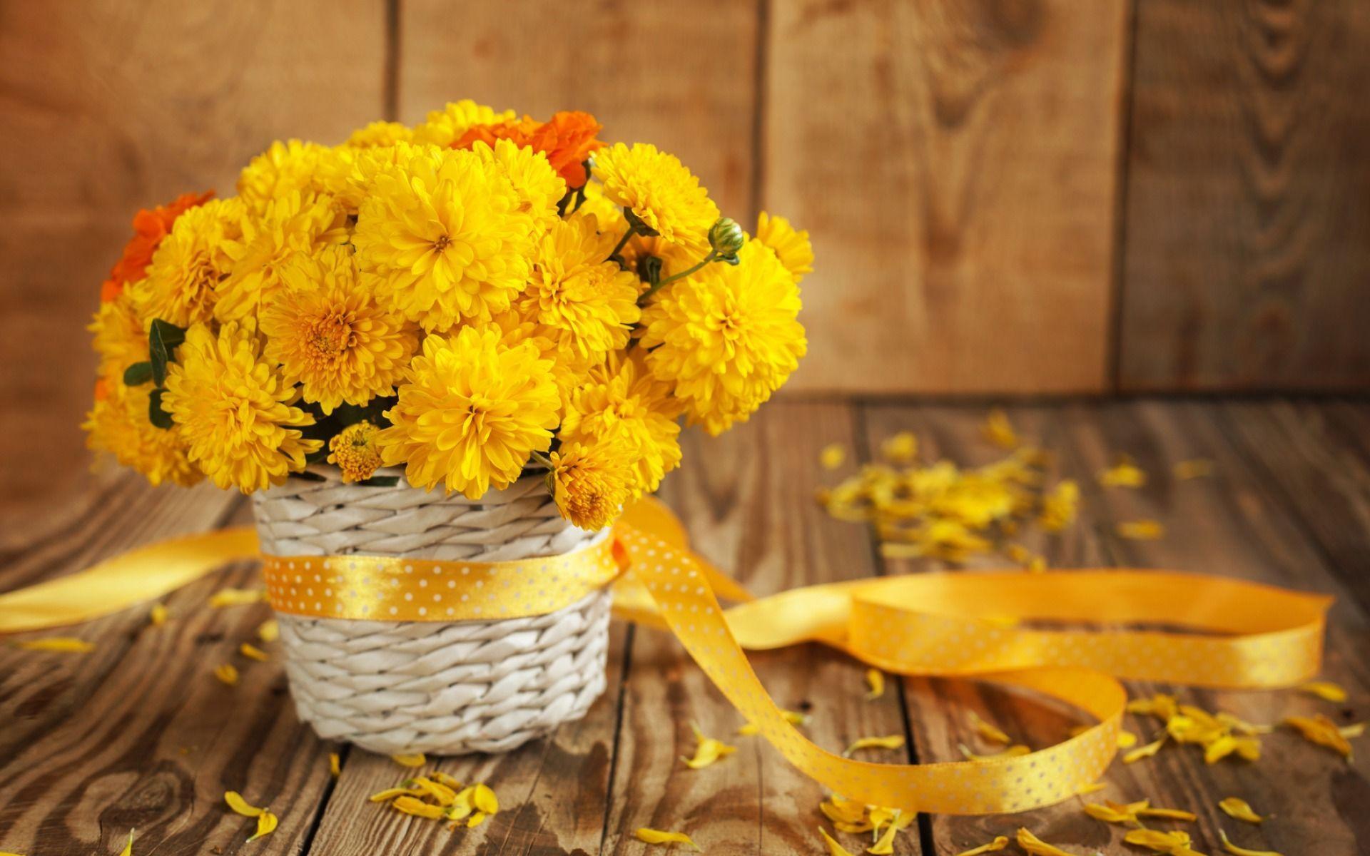 обои на рабочий стол осенние цветы композиции из цветов № 241428  скачать