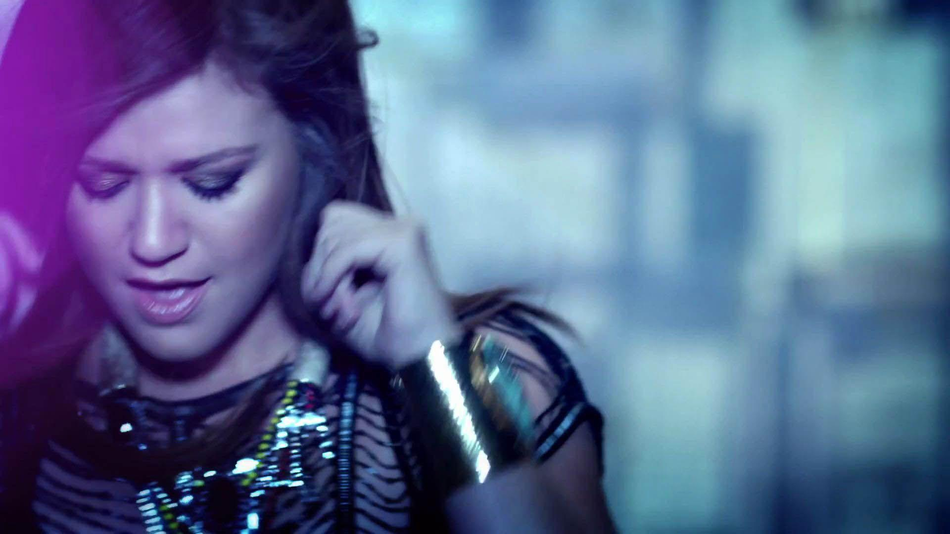 Kelly Clarkson Video Clip
