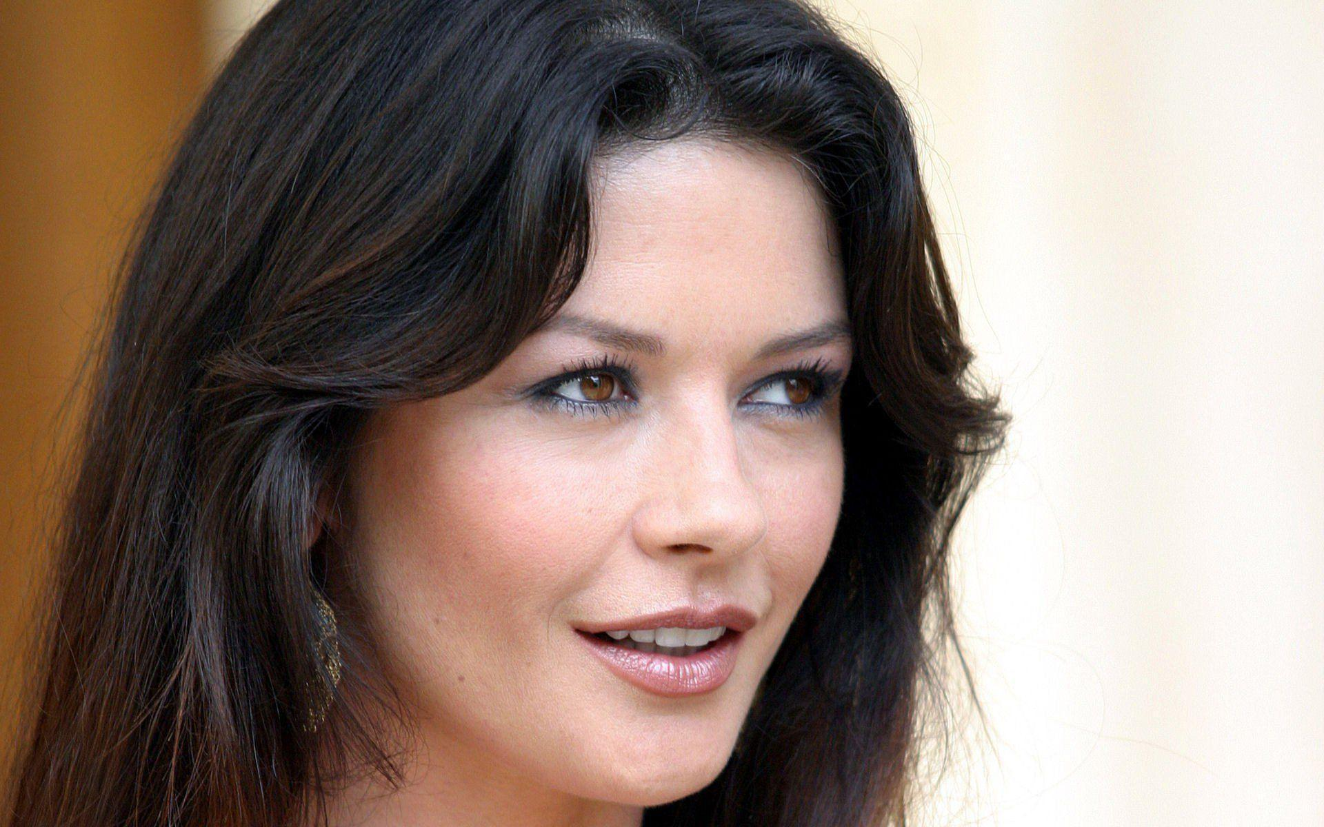 13 HD Catherine Zeta Jones Wallpapers