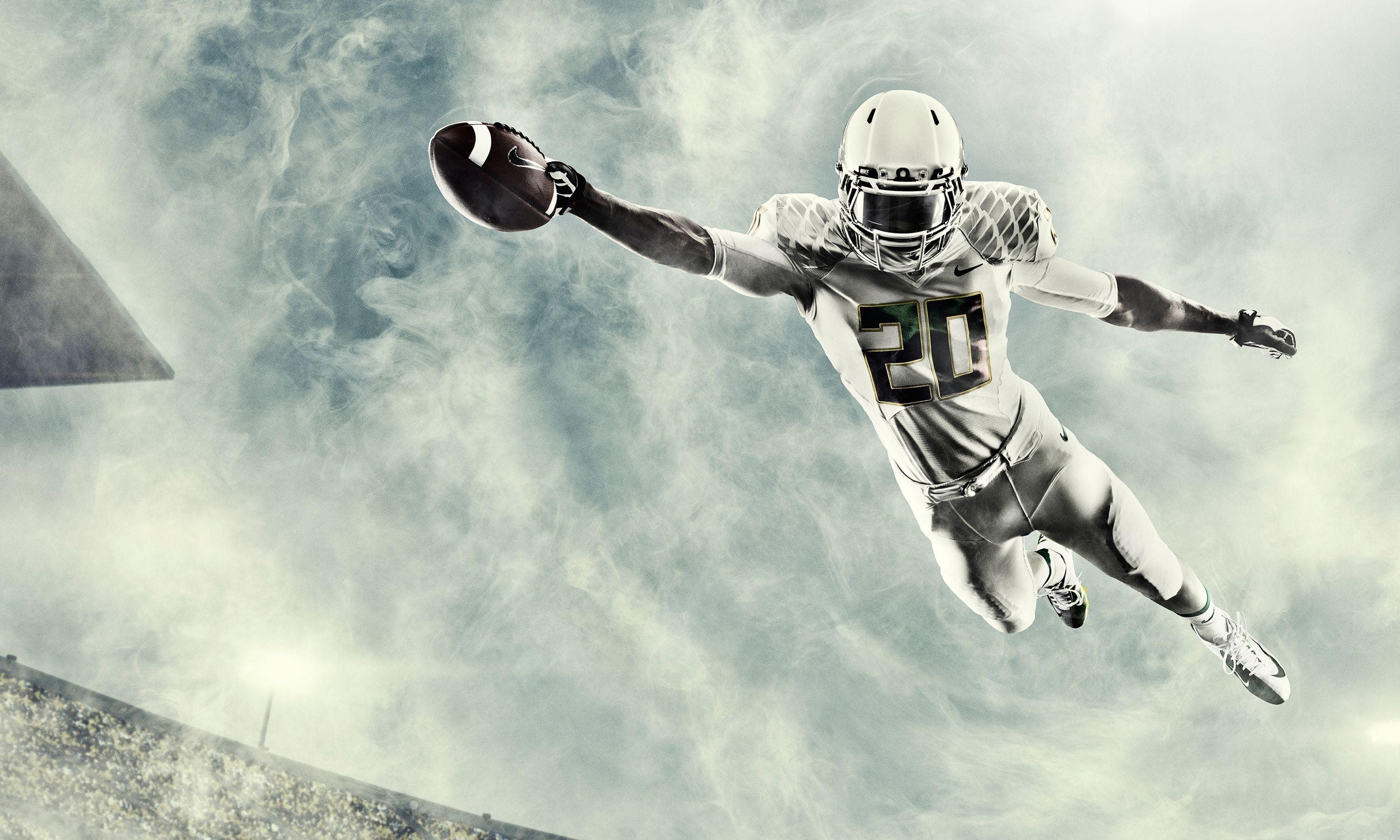 Download free college football wallpapers for your mobile phone.