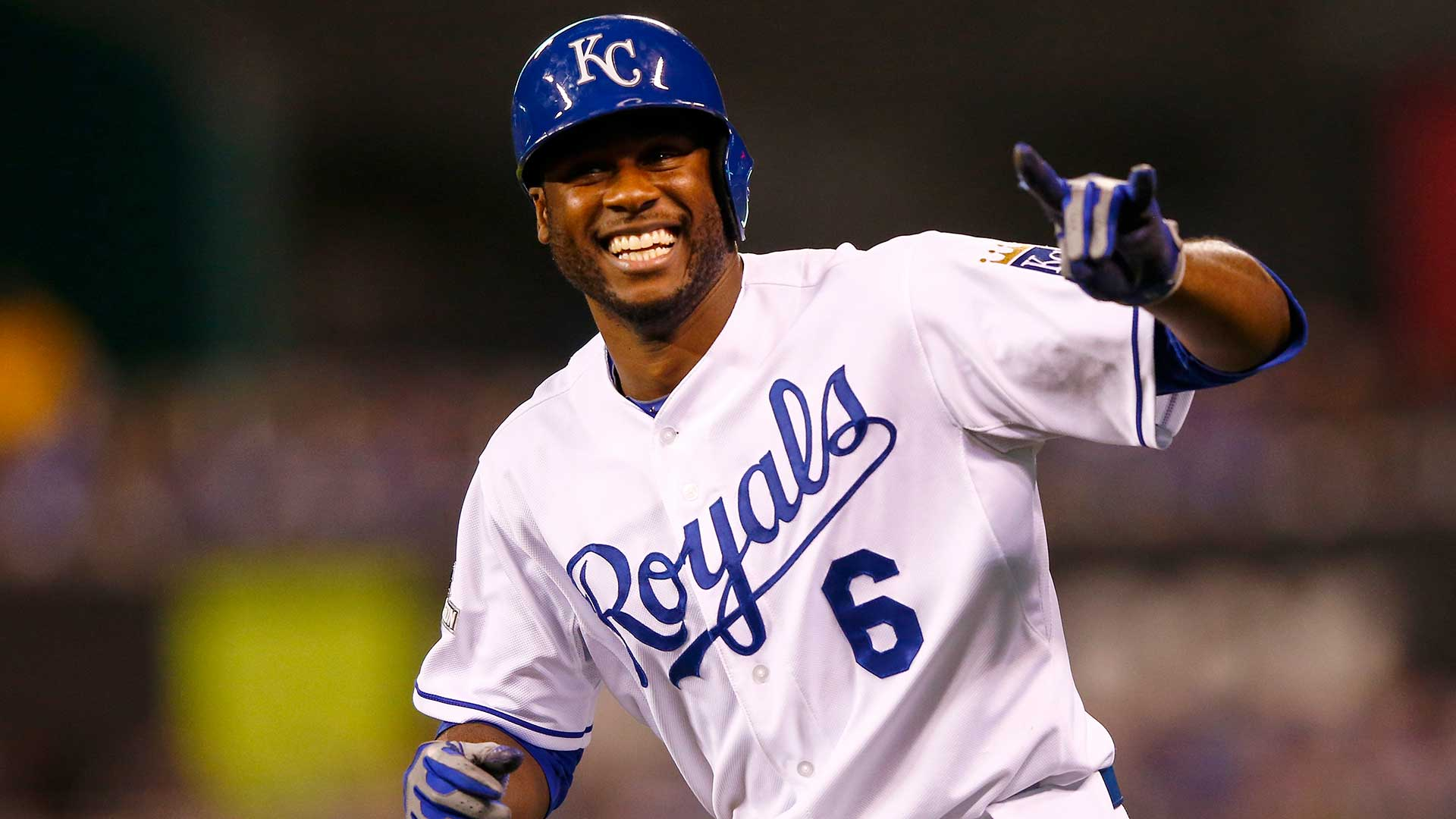 Royals' Lorenzo Cain hits a ground ball, keeps running, scores vs ...