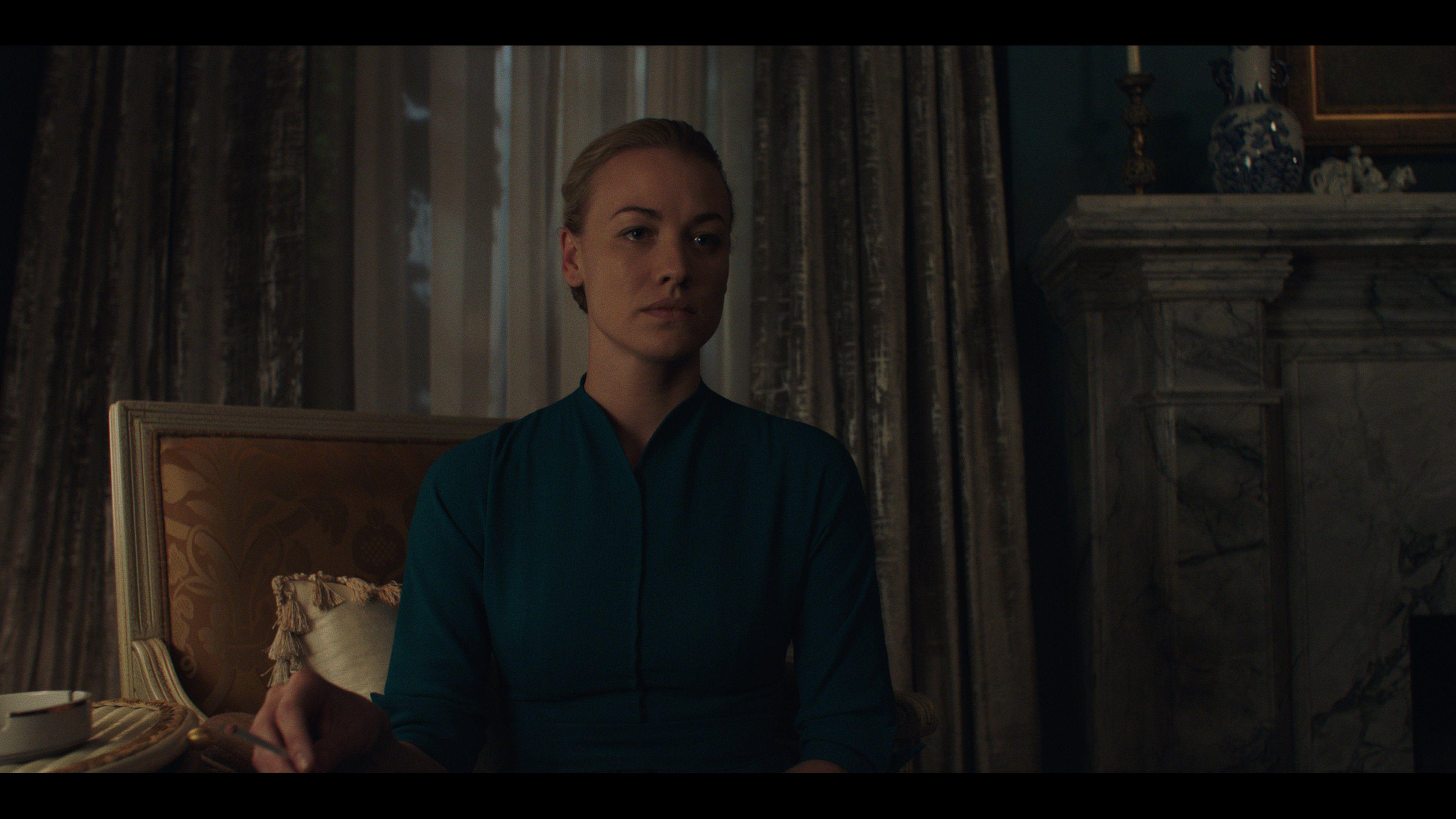 The Handmaid's Tale' New Photos With Elisabeth Moss, Samira Wiley ...