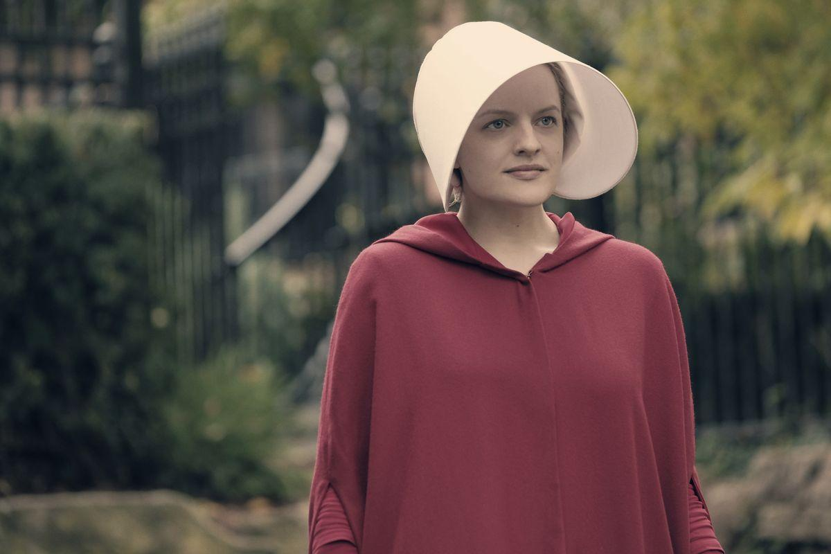 Elisabeth Moss on The Handmaid's Tale and what happens when sex ...
