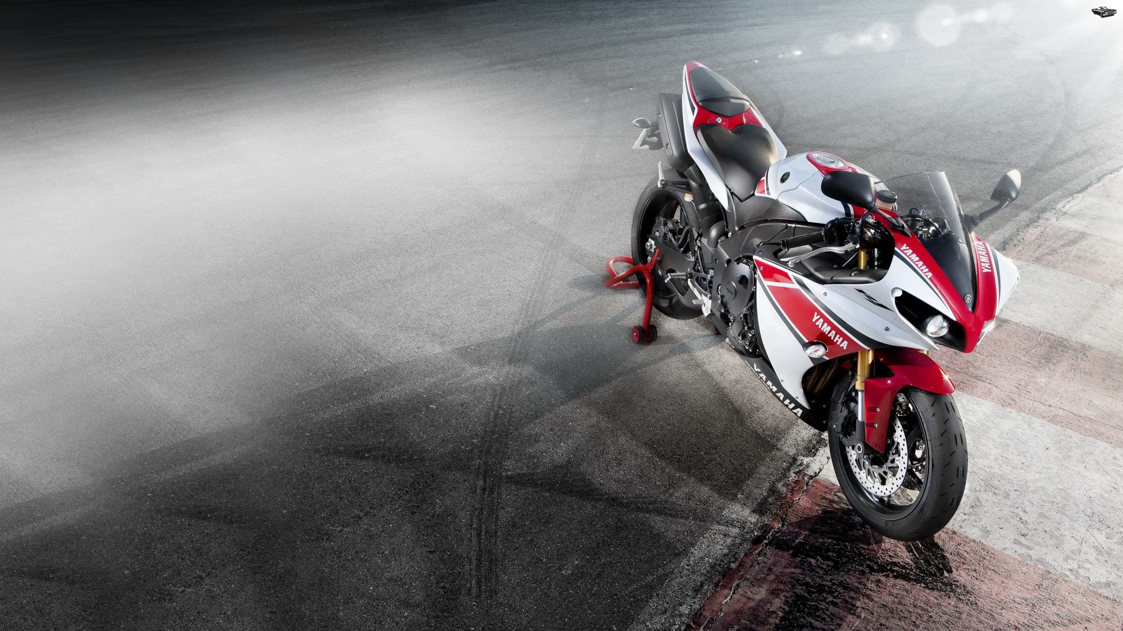 Yamaha YZF- R1 Wallpapers