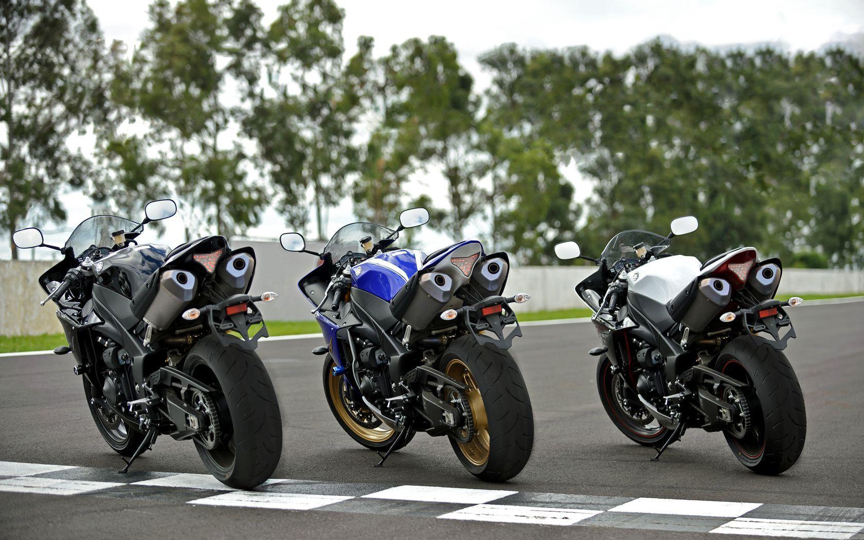 Yamaha YZF- R1 Wallpapers