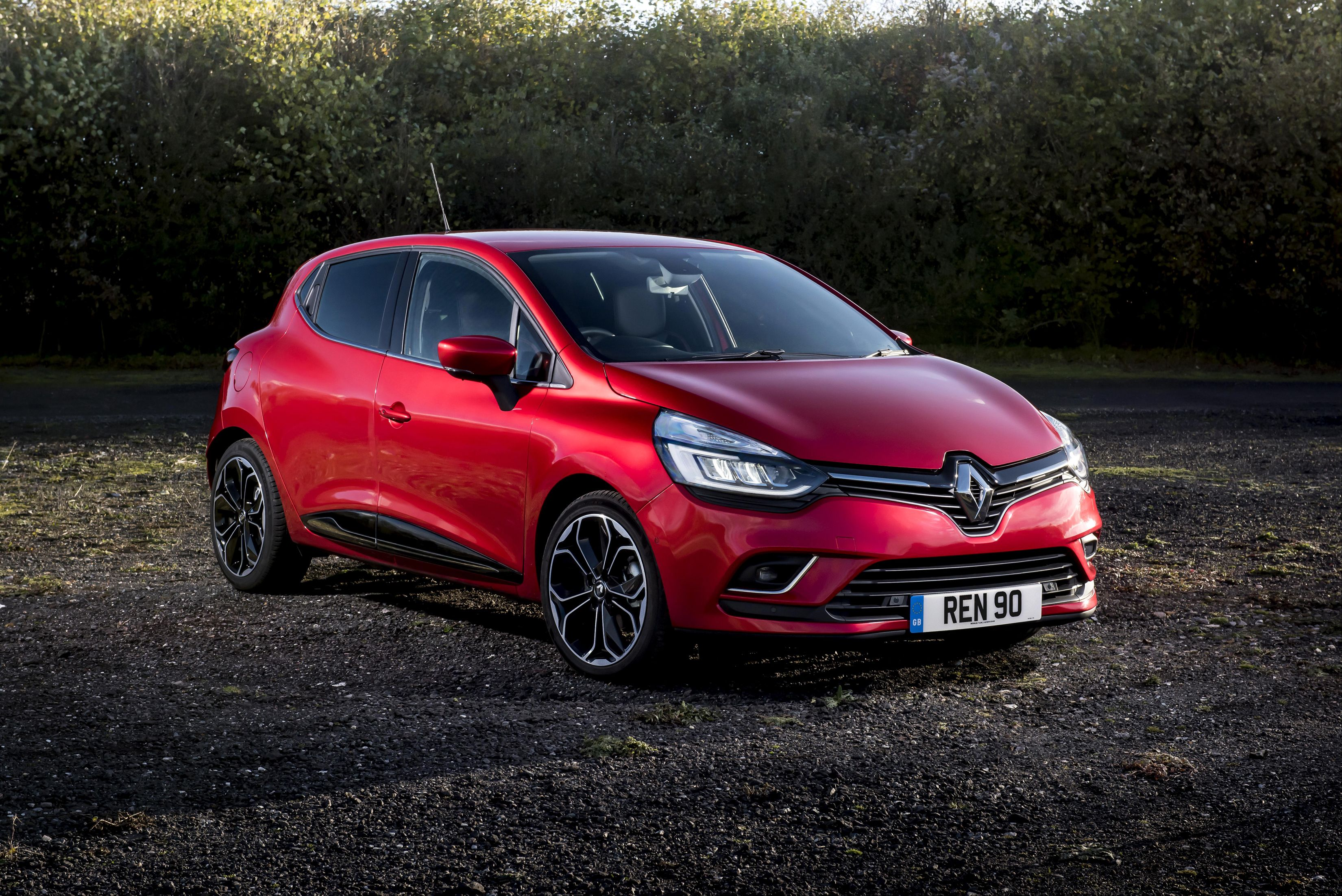 16 Renault Clio HD Wallpapers