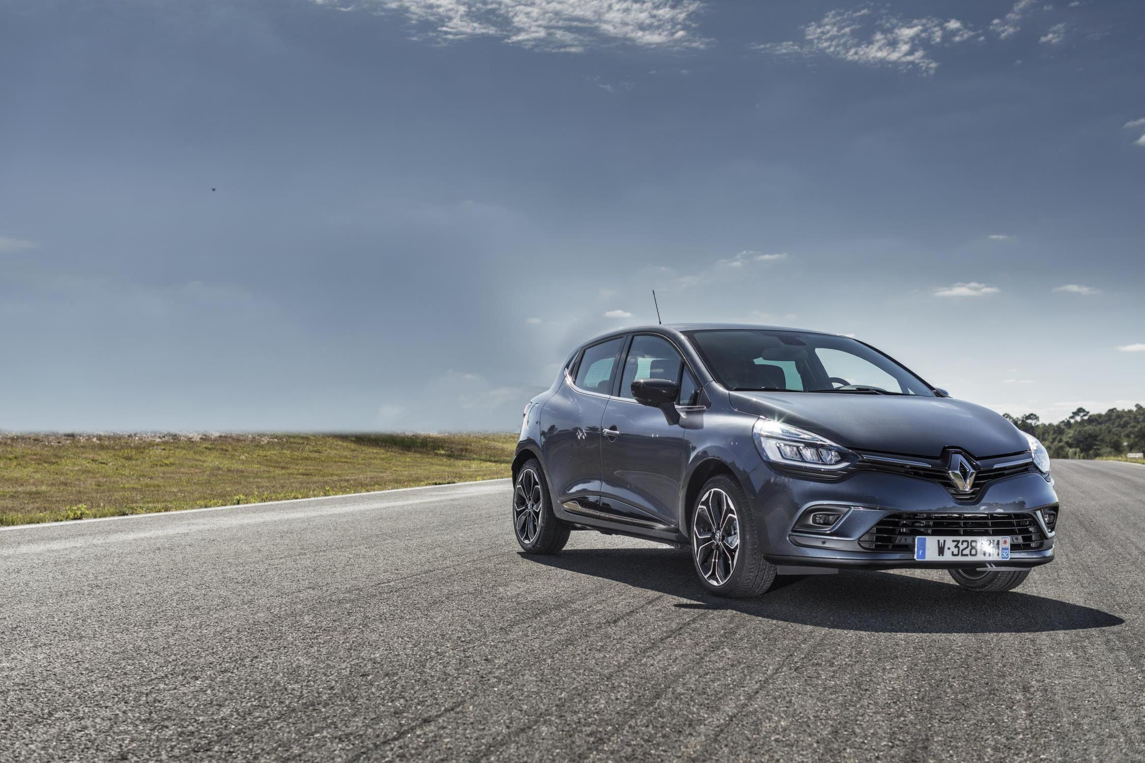 2017 RENAULT CLIO DESKTOP HD WALLPAPERS