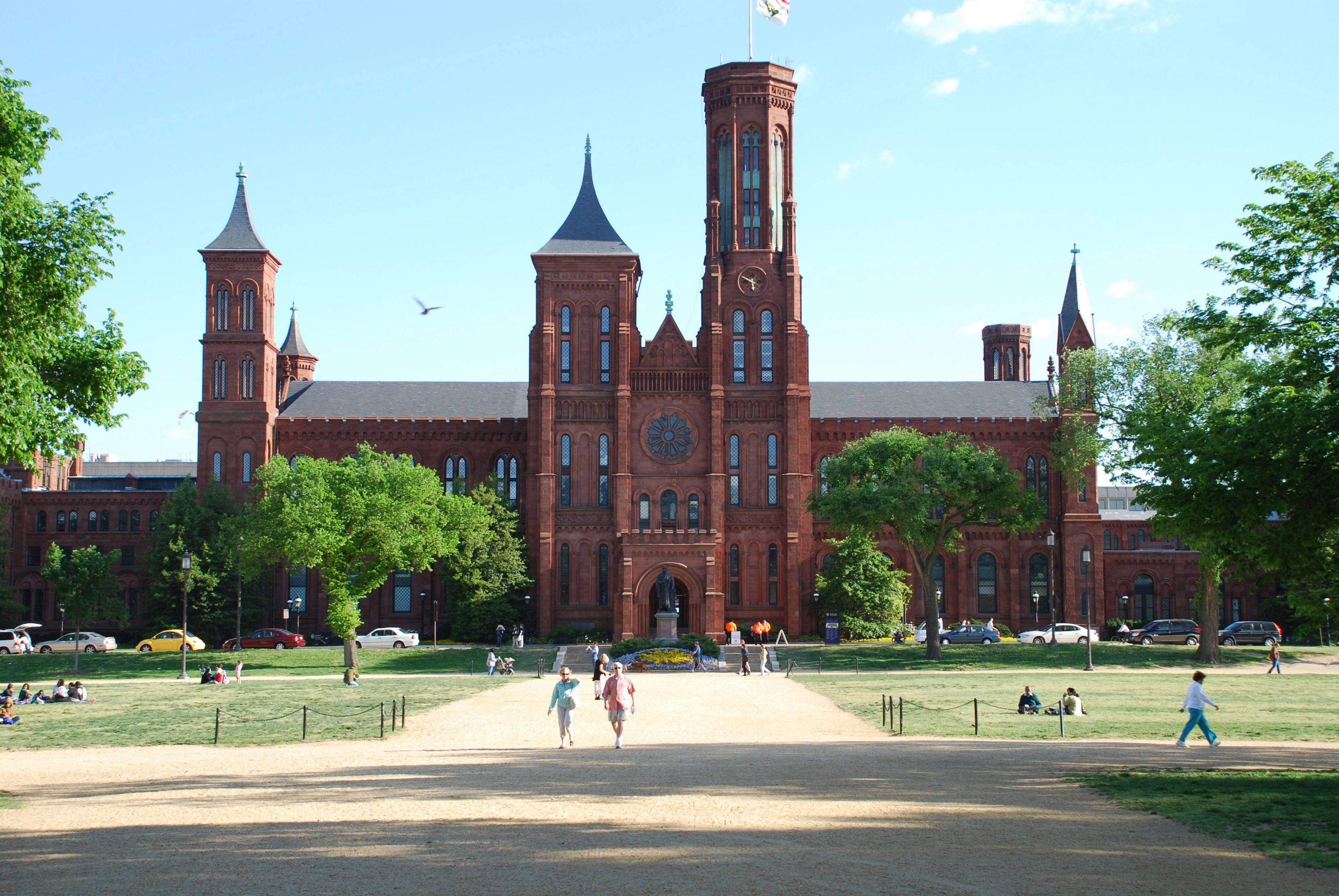 Smithsonian Castle on the National Mall : Travel Wallpapers and Stock