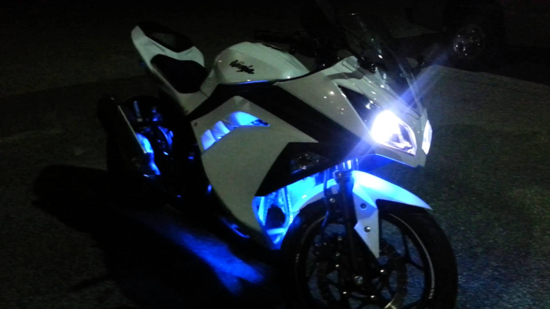 Ledglow 2013 Kawasaki Ninja 300