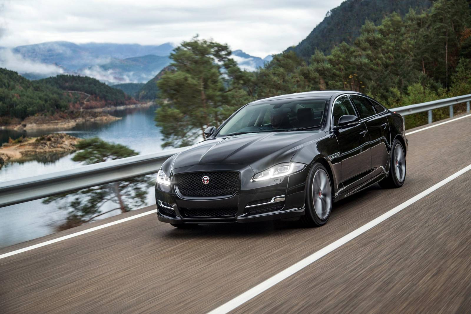 Jaguar XJ to be Replaced with New Model - GTspirit