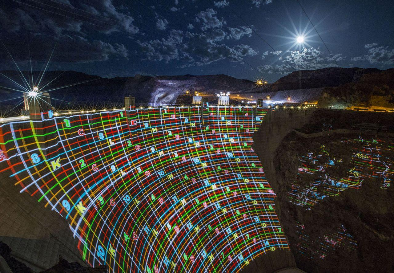Freightliner Breaks Record With Hoover Dam Projection Mapping