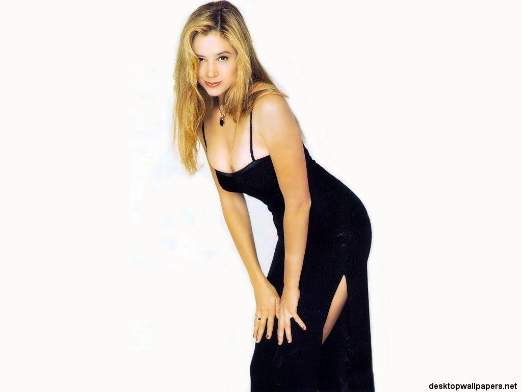 Hollywood Wallpapers: Mira Sorvino Wallpapers