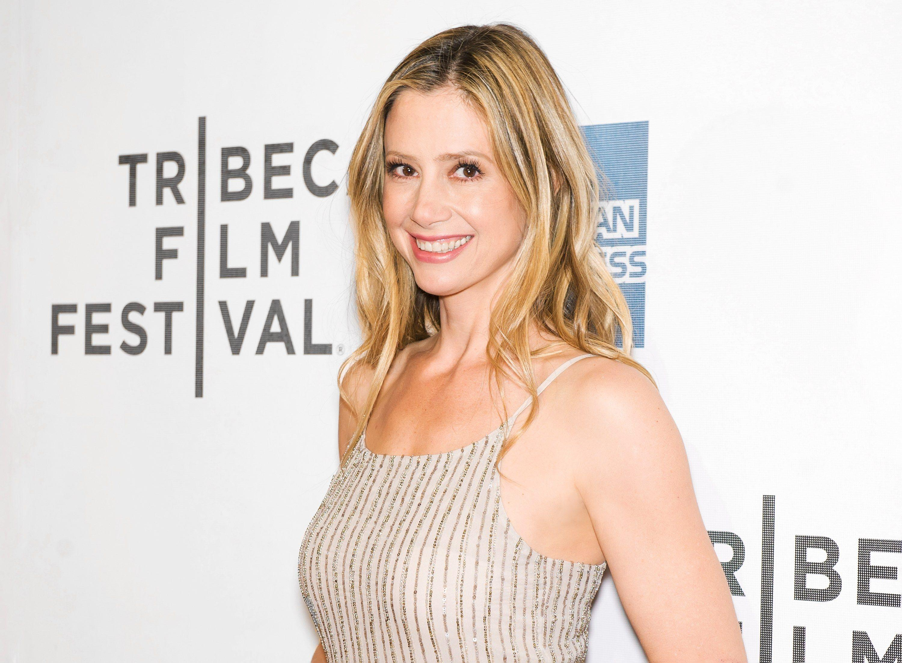 Mira Sorvino on Selfies, Growing Up in New Jersey, and Vintage ...