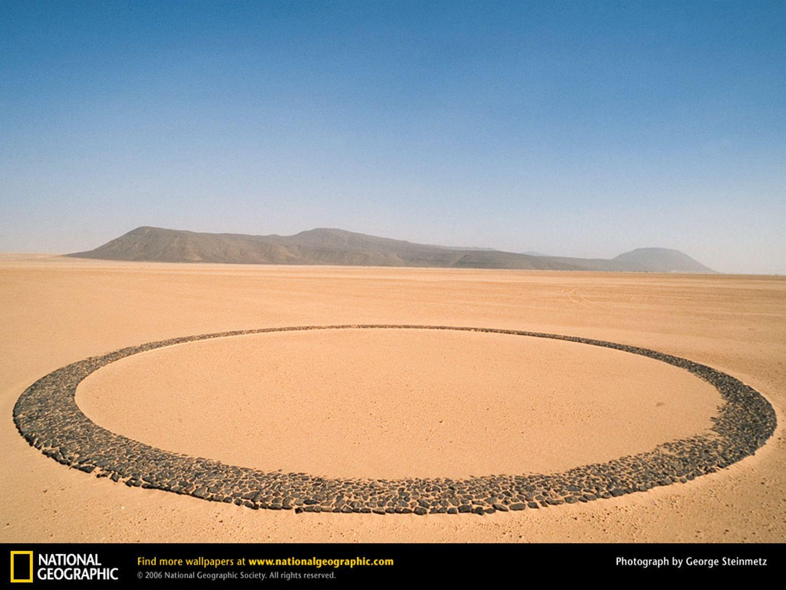 Mysterious Circle of Stones, Tenere Desert, Niger [1600x1200