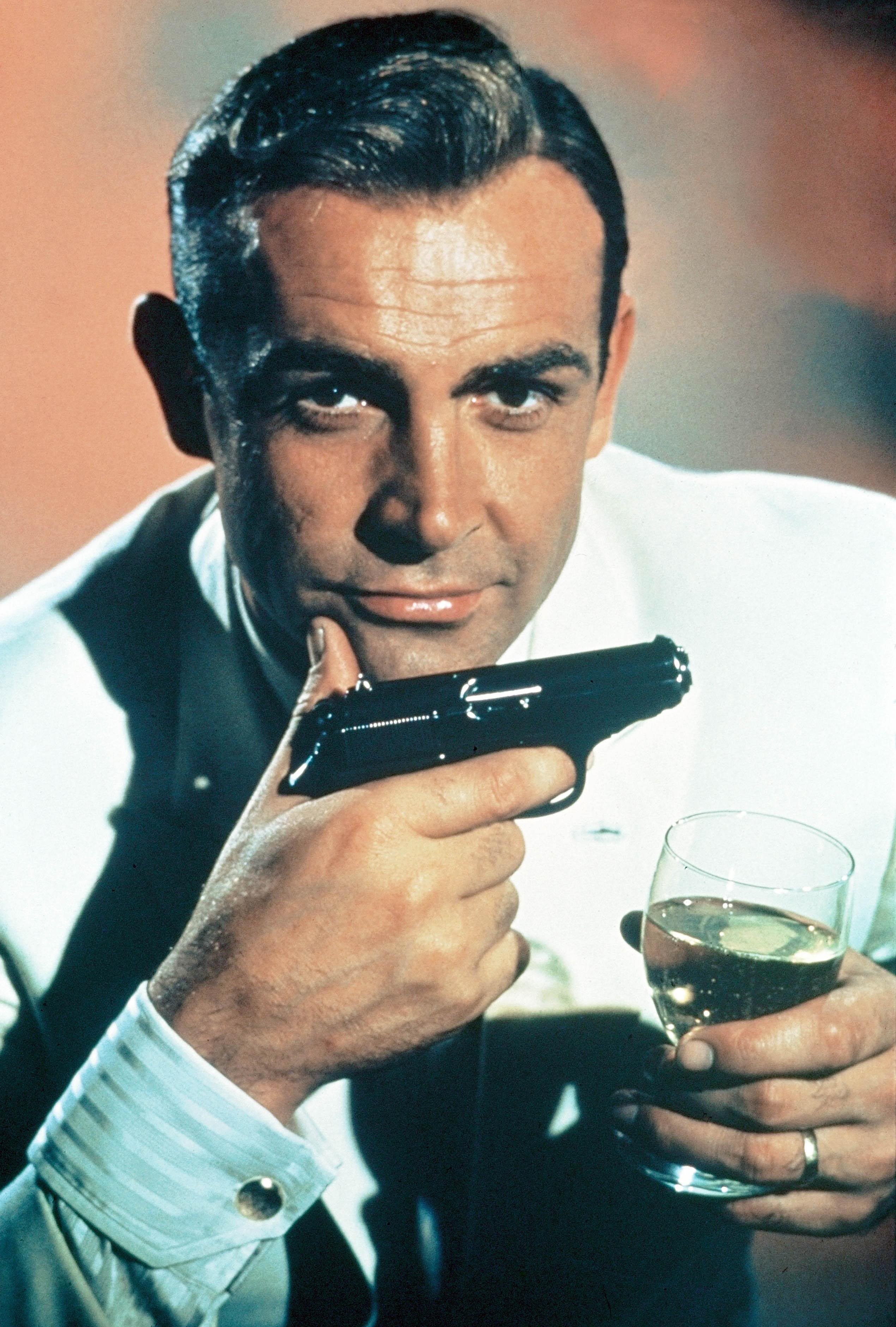 Sean Connery Biography & Wallpapers | Top and Famous Celebrity ...
