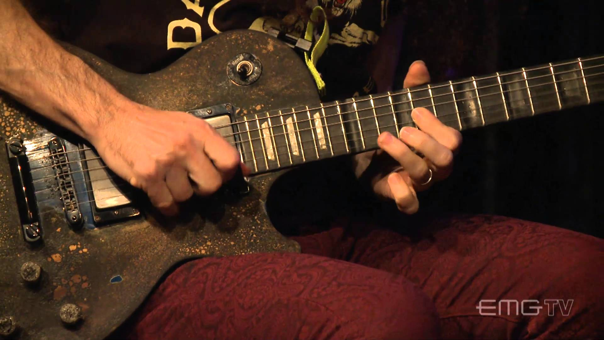 Marty Friedman plays