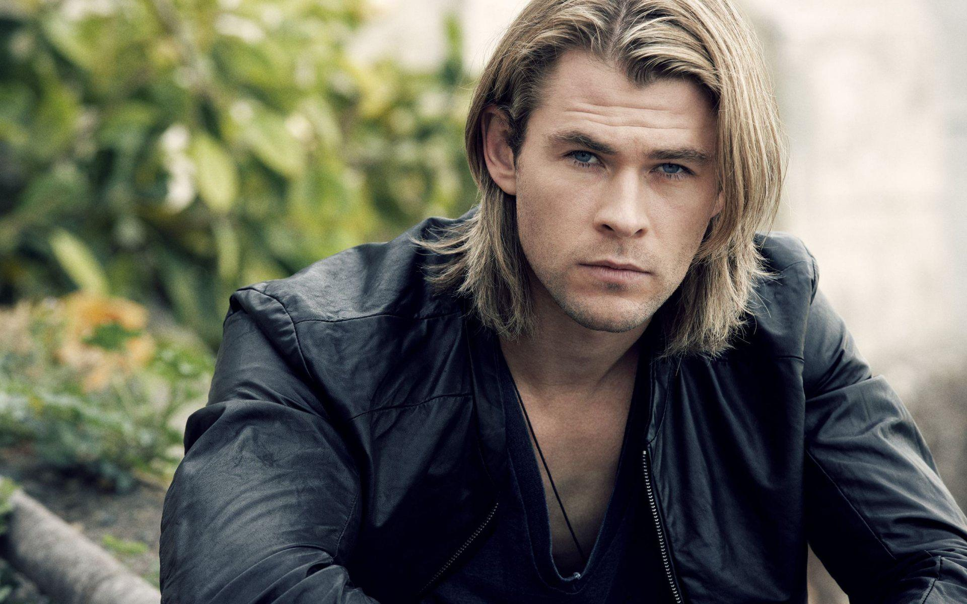 Chris Hemsworth Looking Handsome Wallpapers - 1920x1200 - 335905