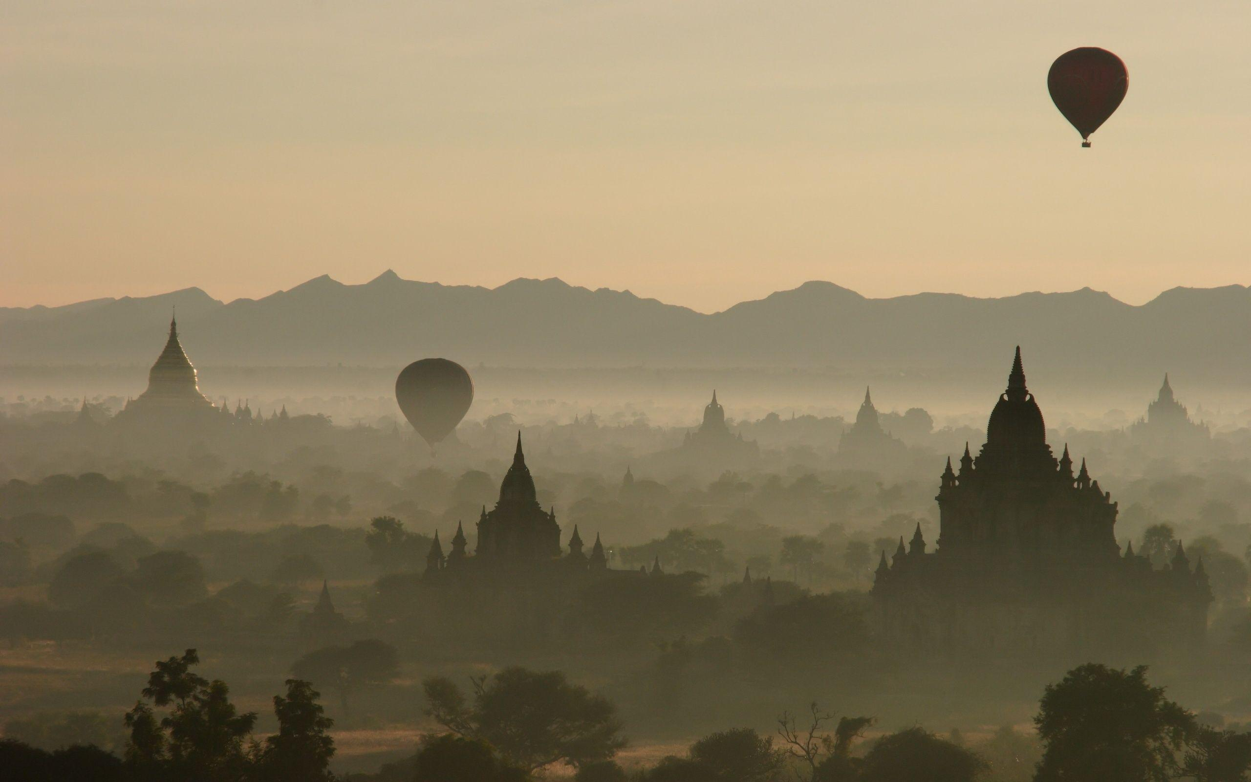 Daily Wallpaper: Baloons over Bagan, Burma