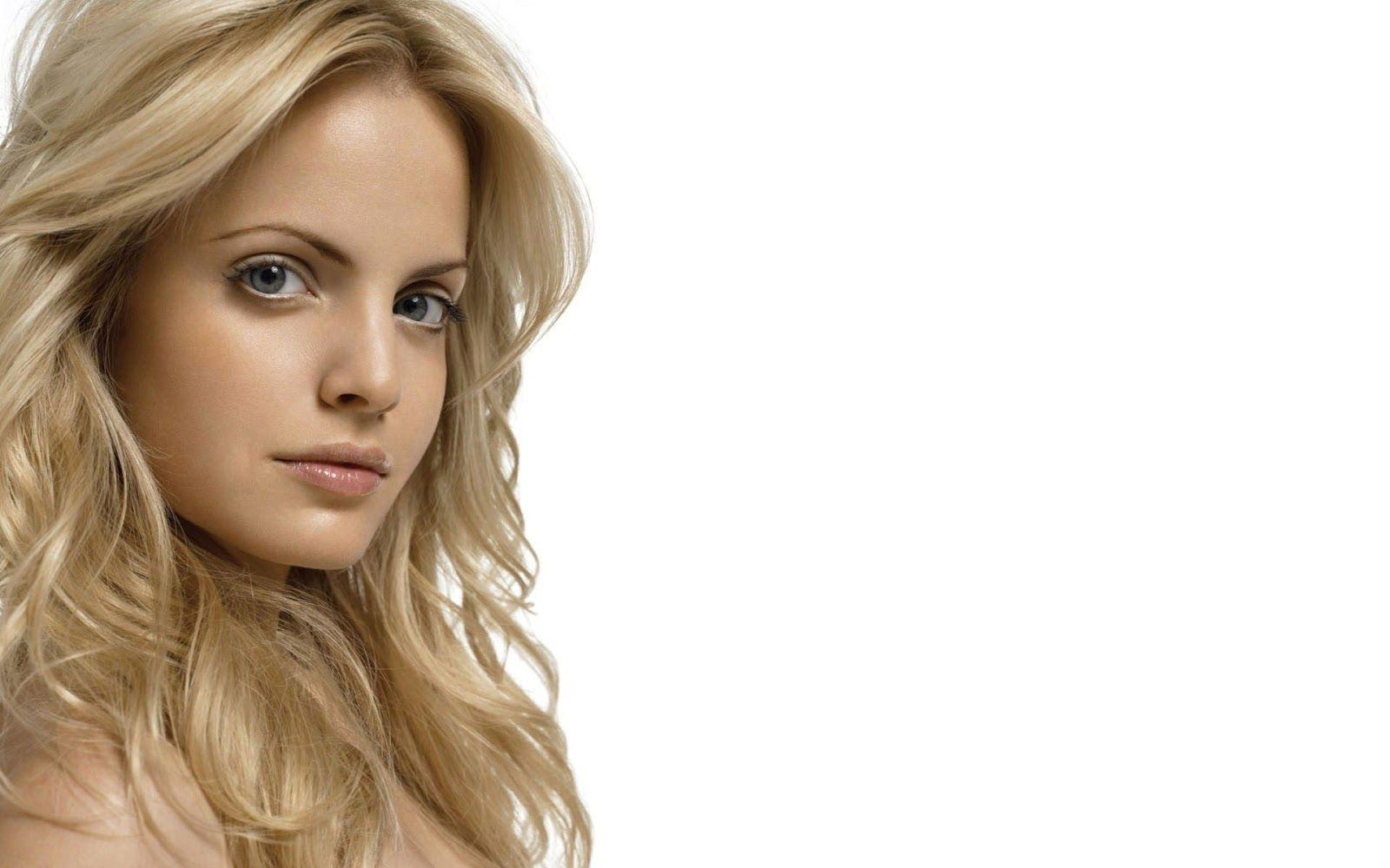Mena Suvary Blonde American Beauty HD Wallpapers