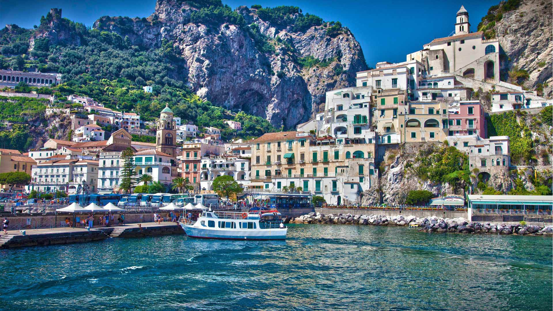 At the pier at a resort in Amalfi, Italy wallpapers and image