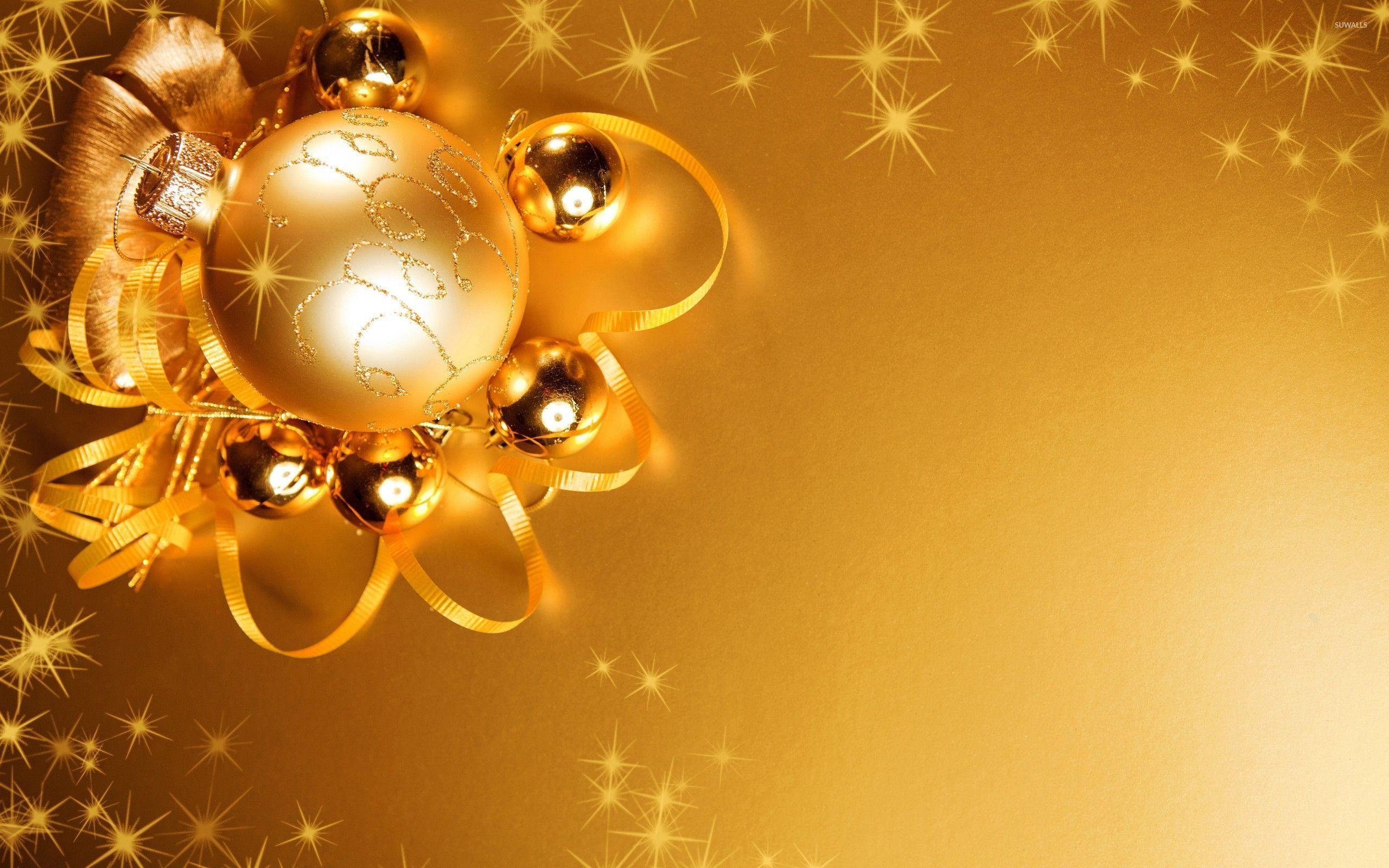 Lights reflecting in the golden Christmas decorations wallpapers